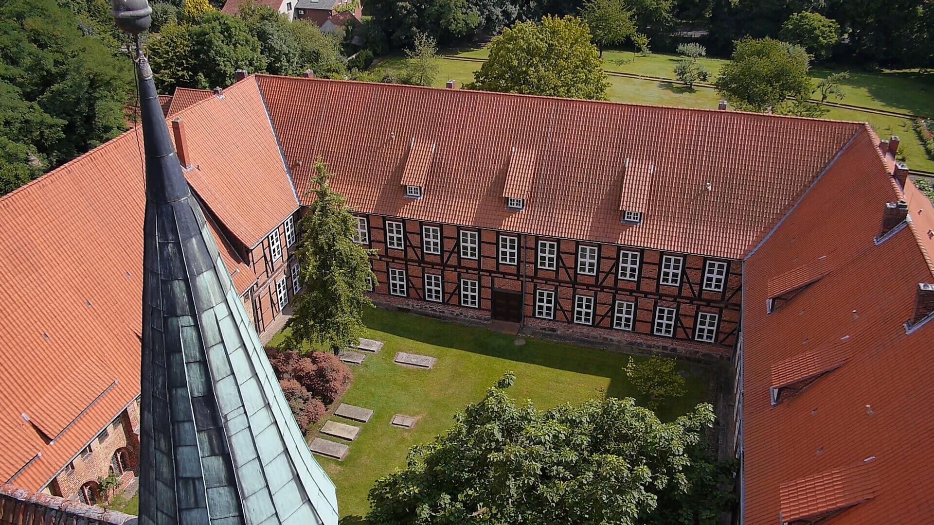 Blick auf das Kloster Isenhagen