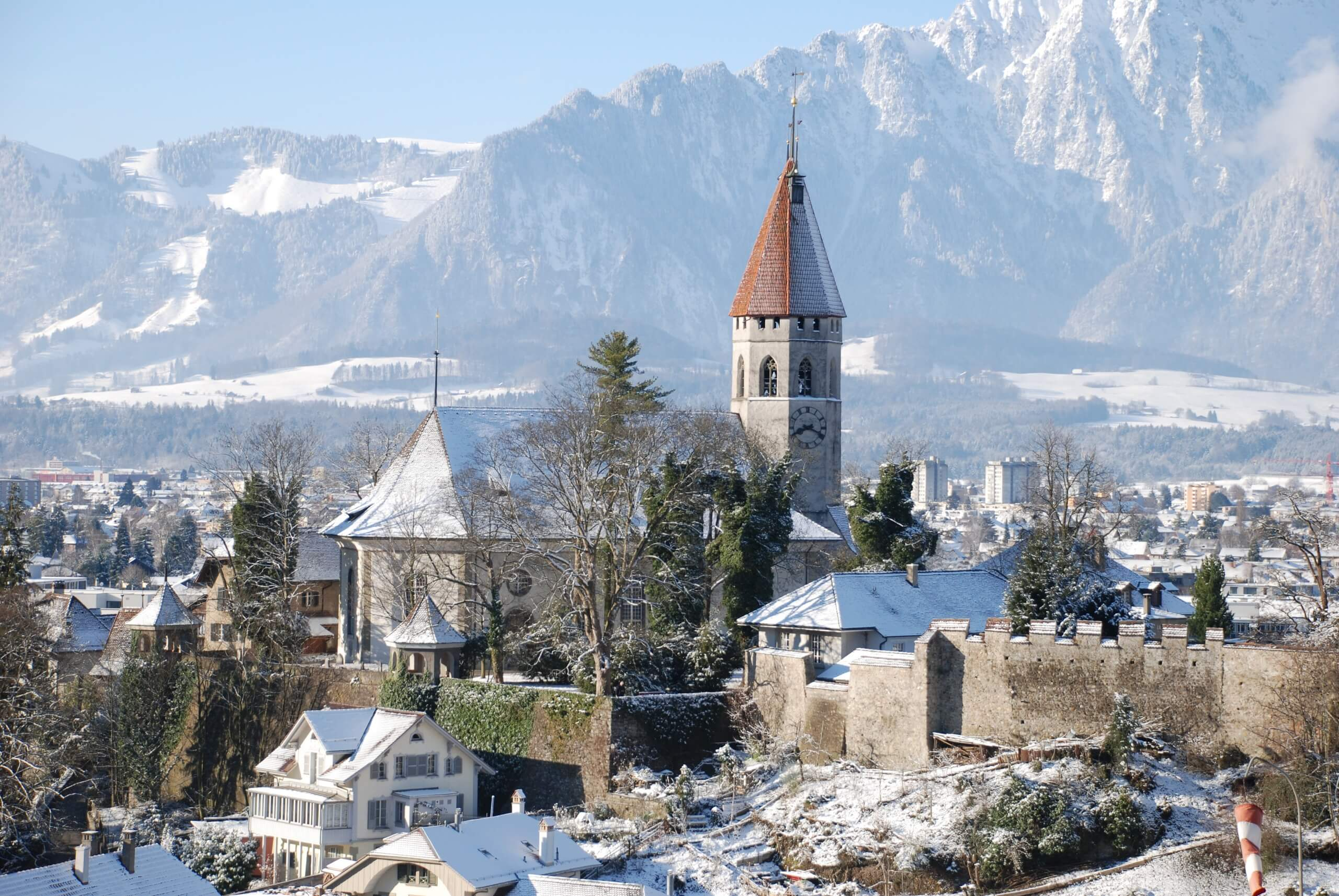 thun-schlossberg-stadt-winter