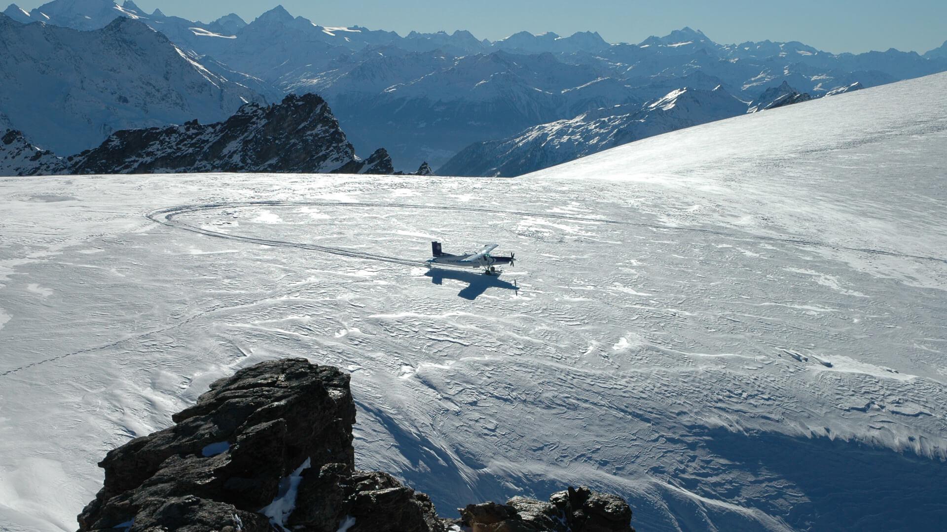 scenic-air-flugzeug-winter-schnee