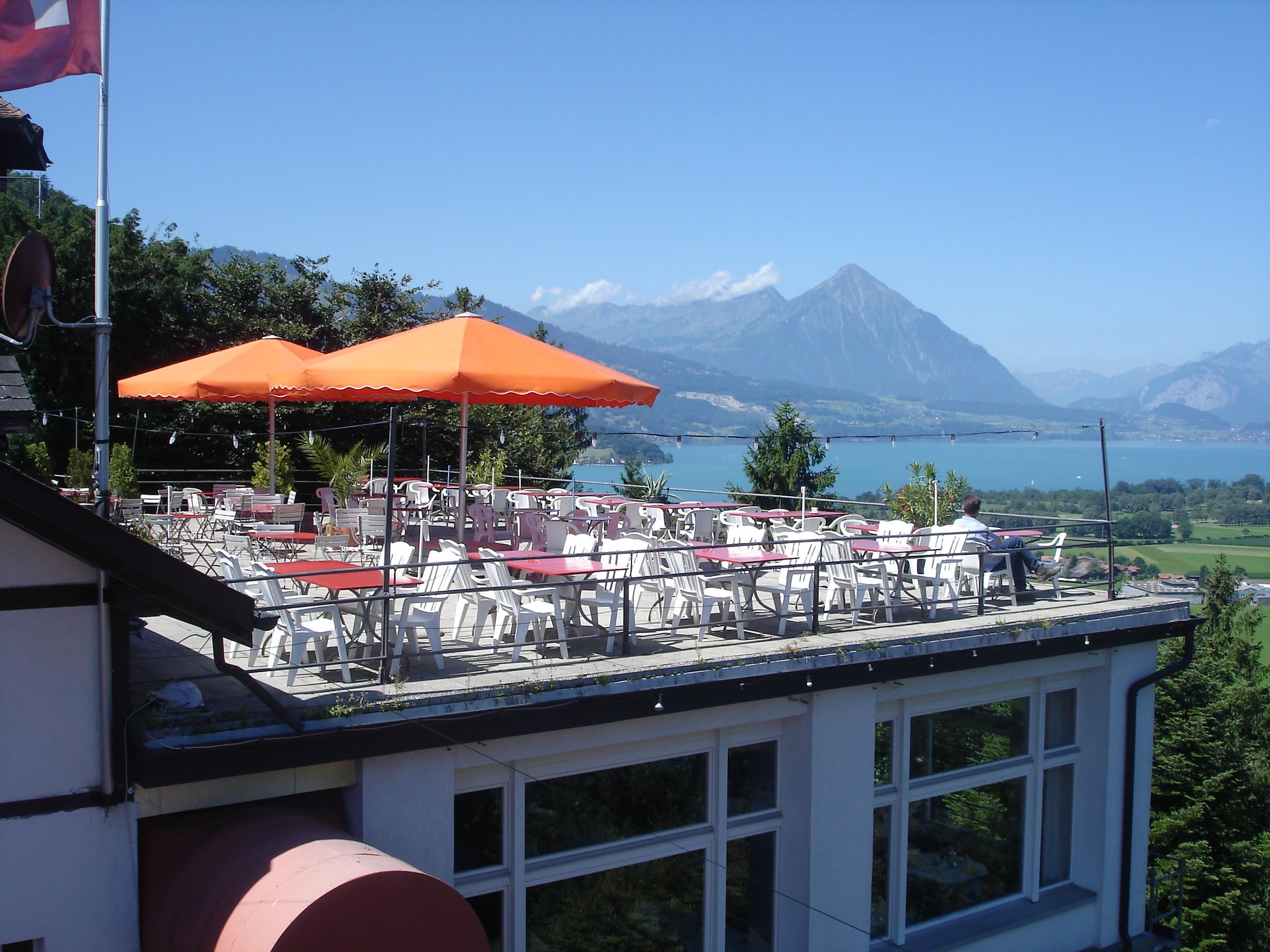 interlaken-heimwehfluh-terrasse-aussicht-sommer