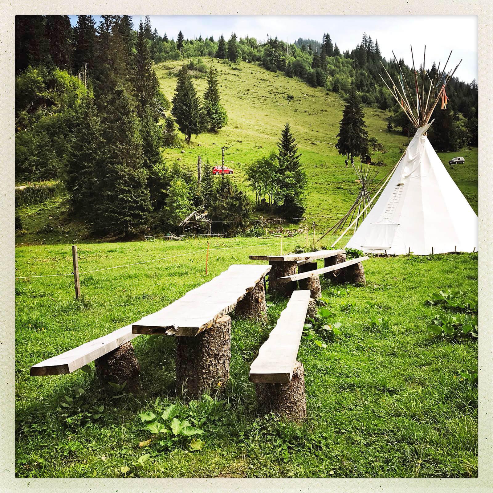 Bank Tipi Dorf Zelte