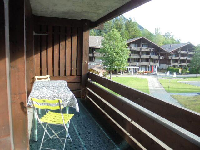 Balkon mit Aussicht aufs Ferienzentrum