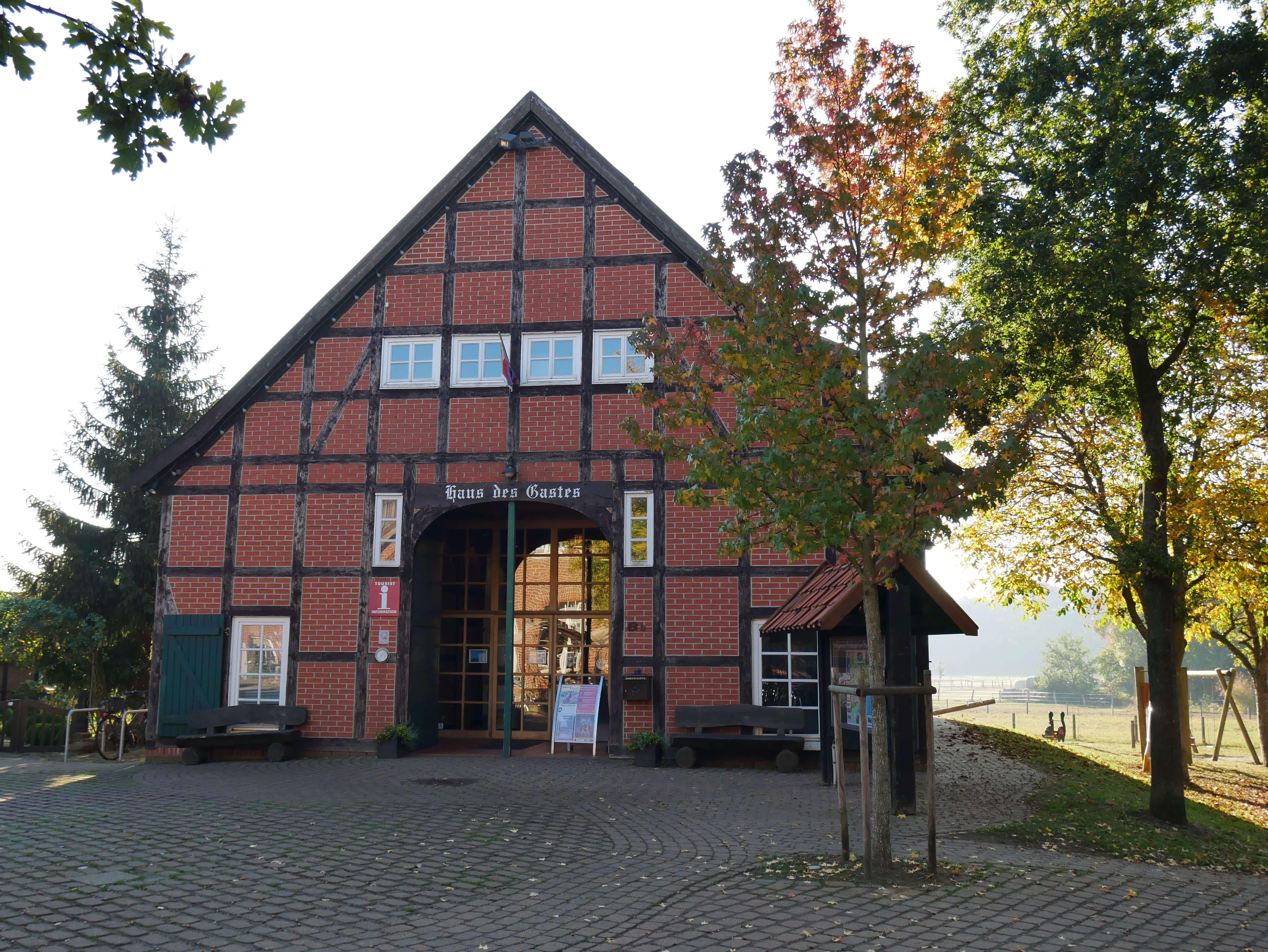 Haus des Gastes im Herbst