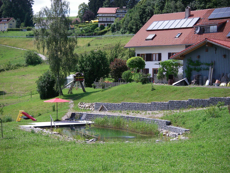 Ferienhof Böller, Garten mit Schwimmteich
