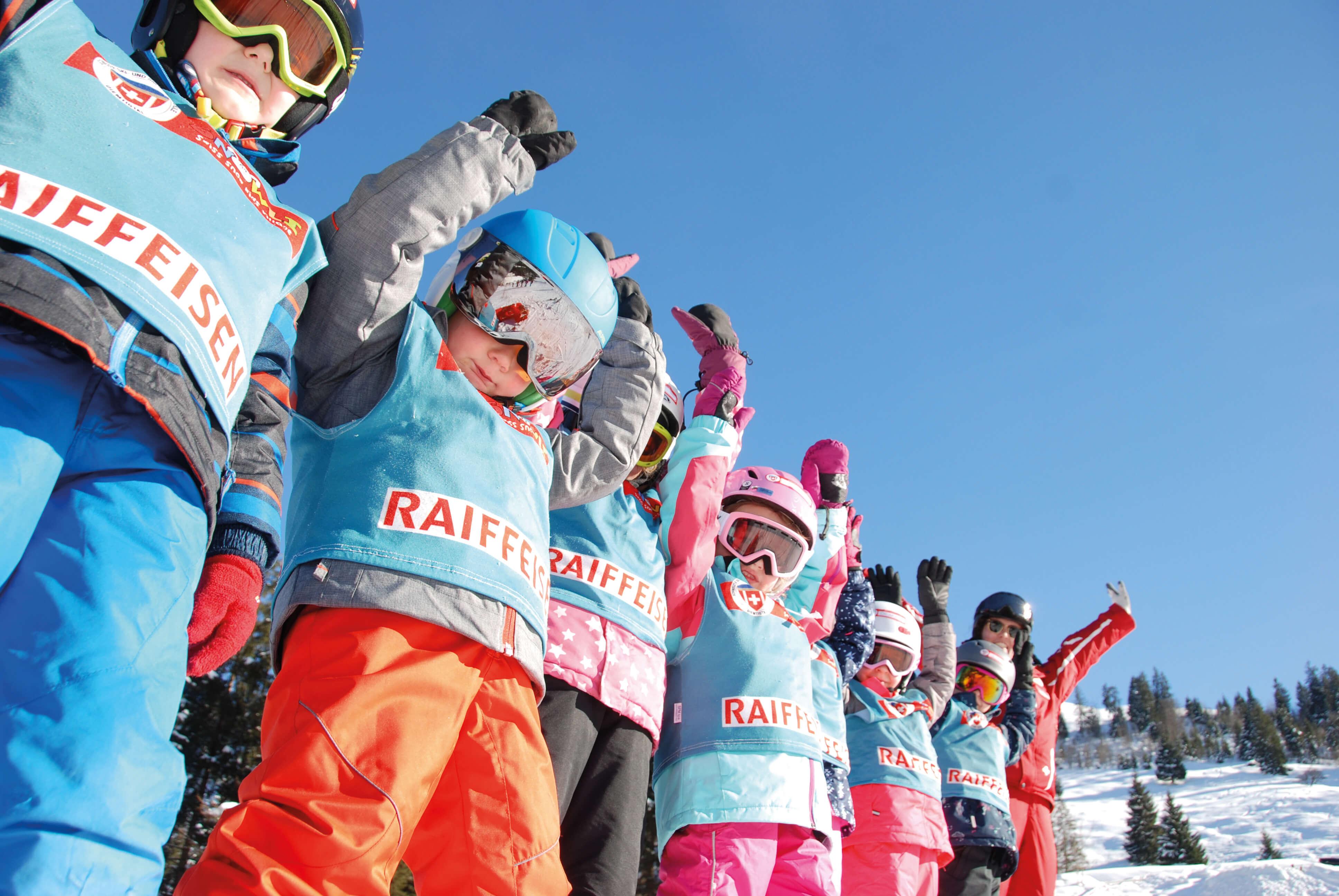 Grosse Freude bei den kleinen Skischülern