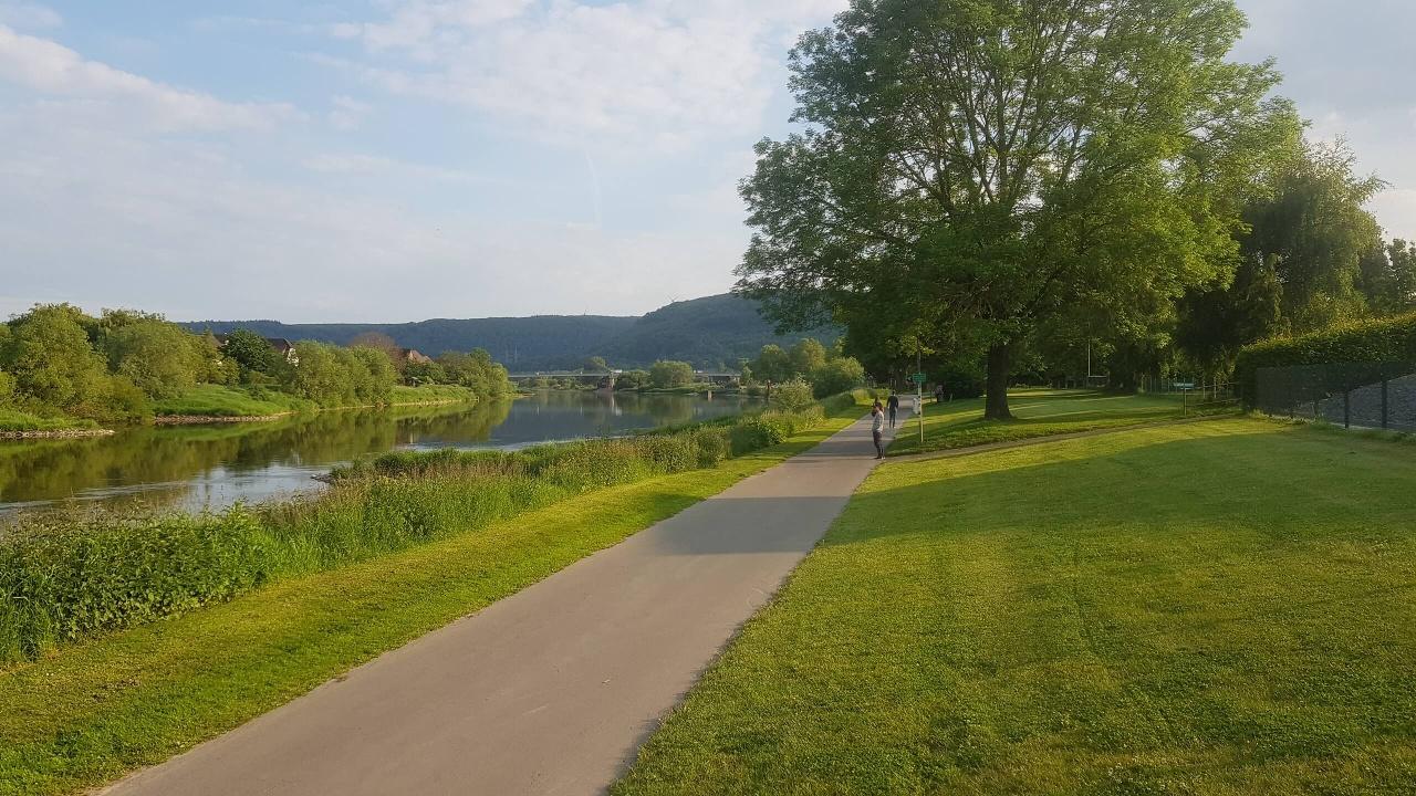 Auf dem Weser-Radweg bei Beverungen