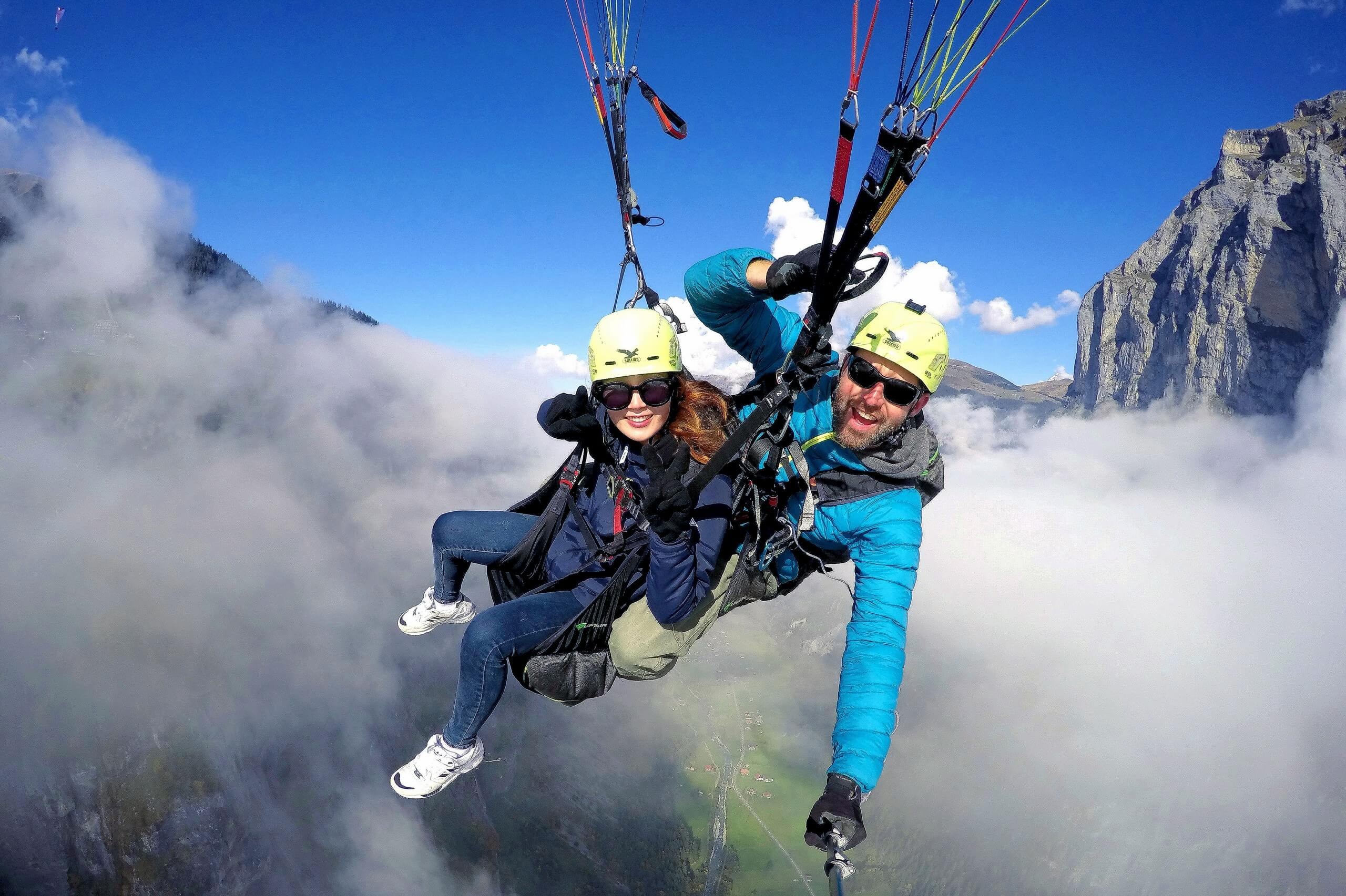 interlaken-paragliding-alpinair-herbst-nebel