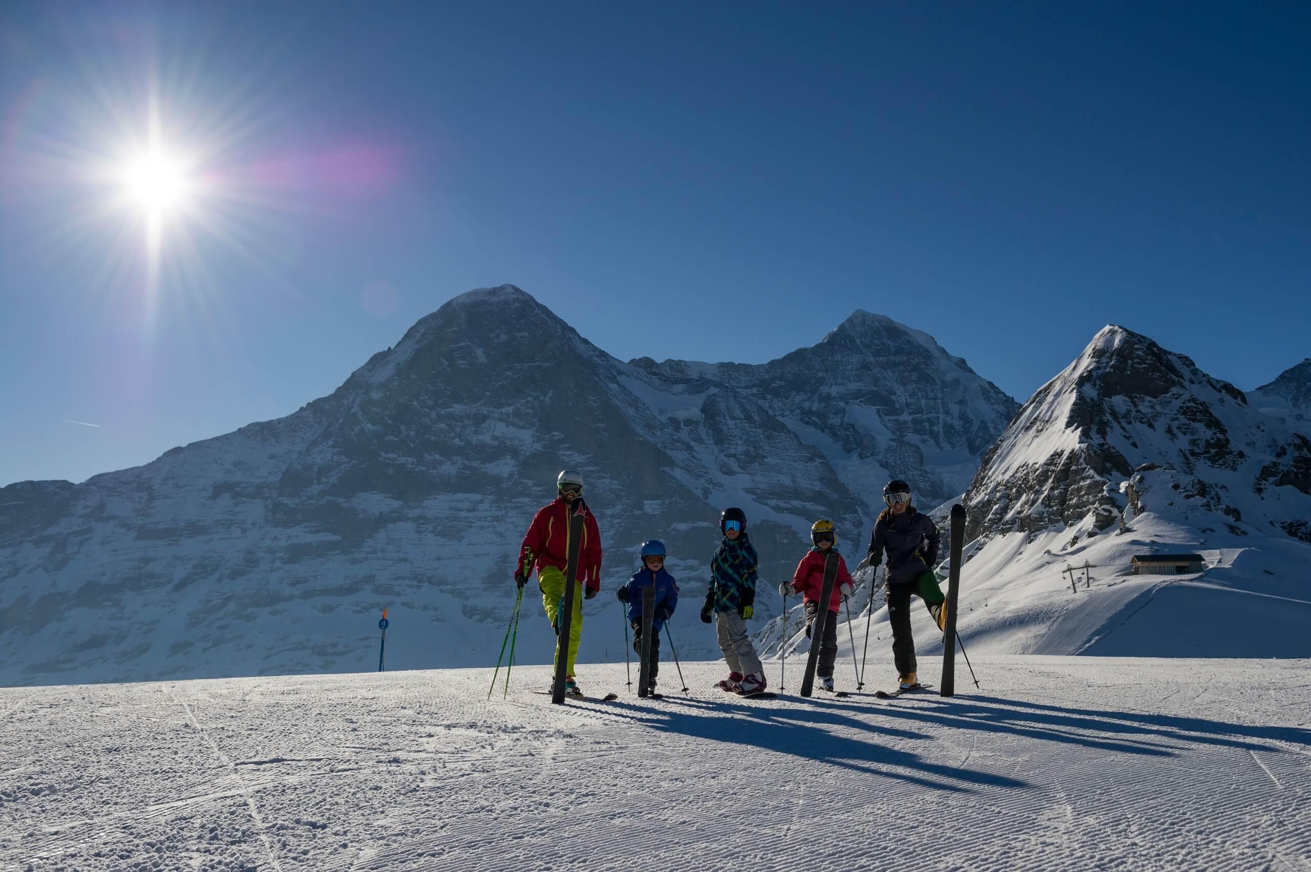 maennlichen-skifahren-winter-berge