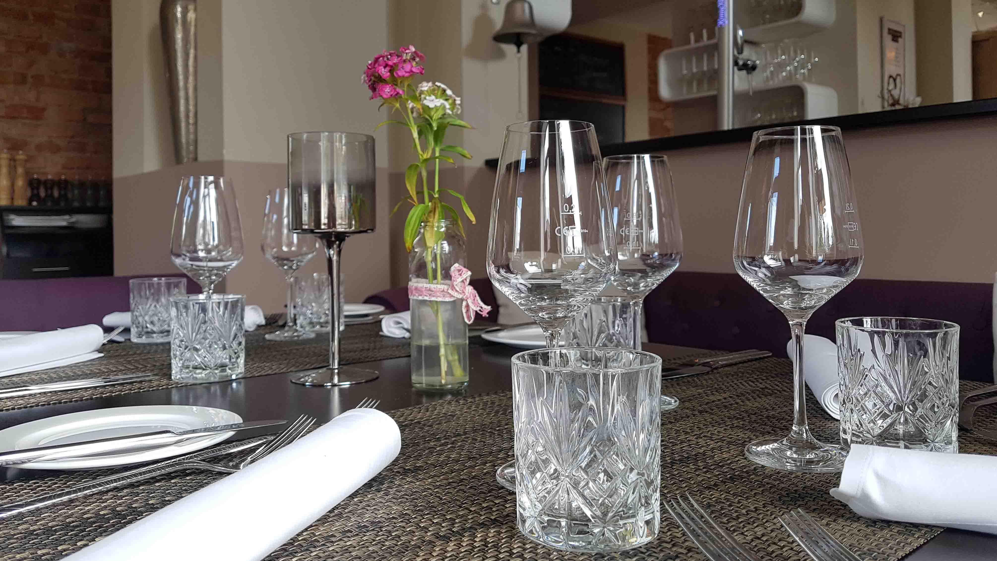 celle-restaurant-esszimmer-gedeck