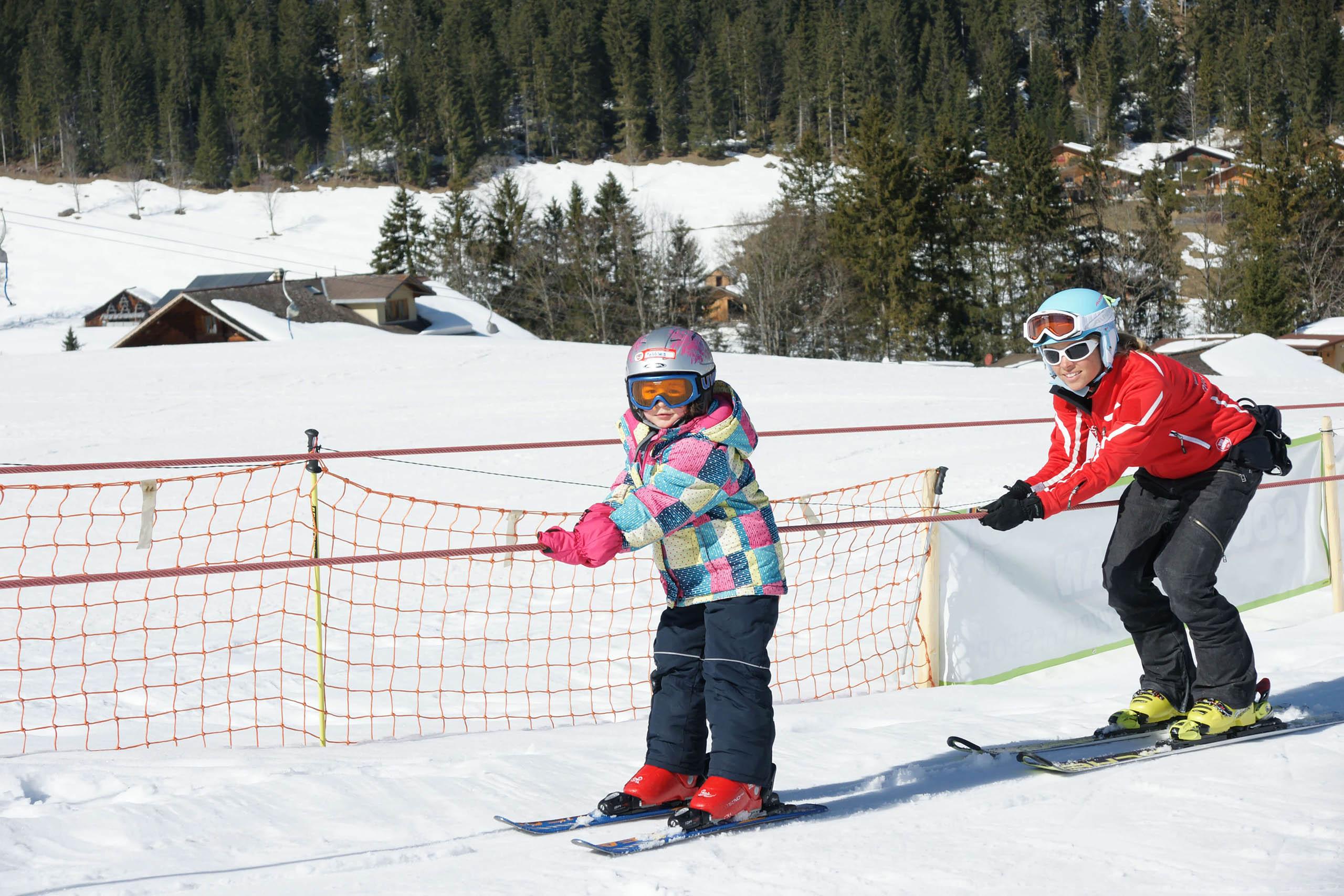 diemtigtal-grimmialp-winter-skischule-seillift-kinder