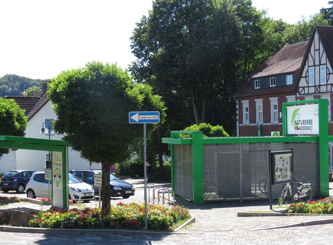 Mobilstation am Bahnhofsvorplatz in Altenbeken