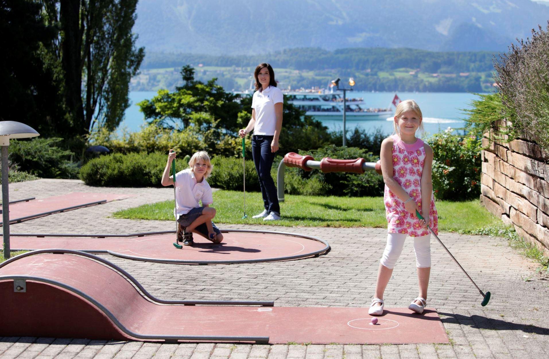 oberhofen-fitnesspark-minigolf-anlage-sommer-thunersee