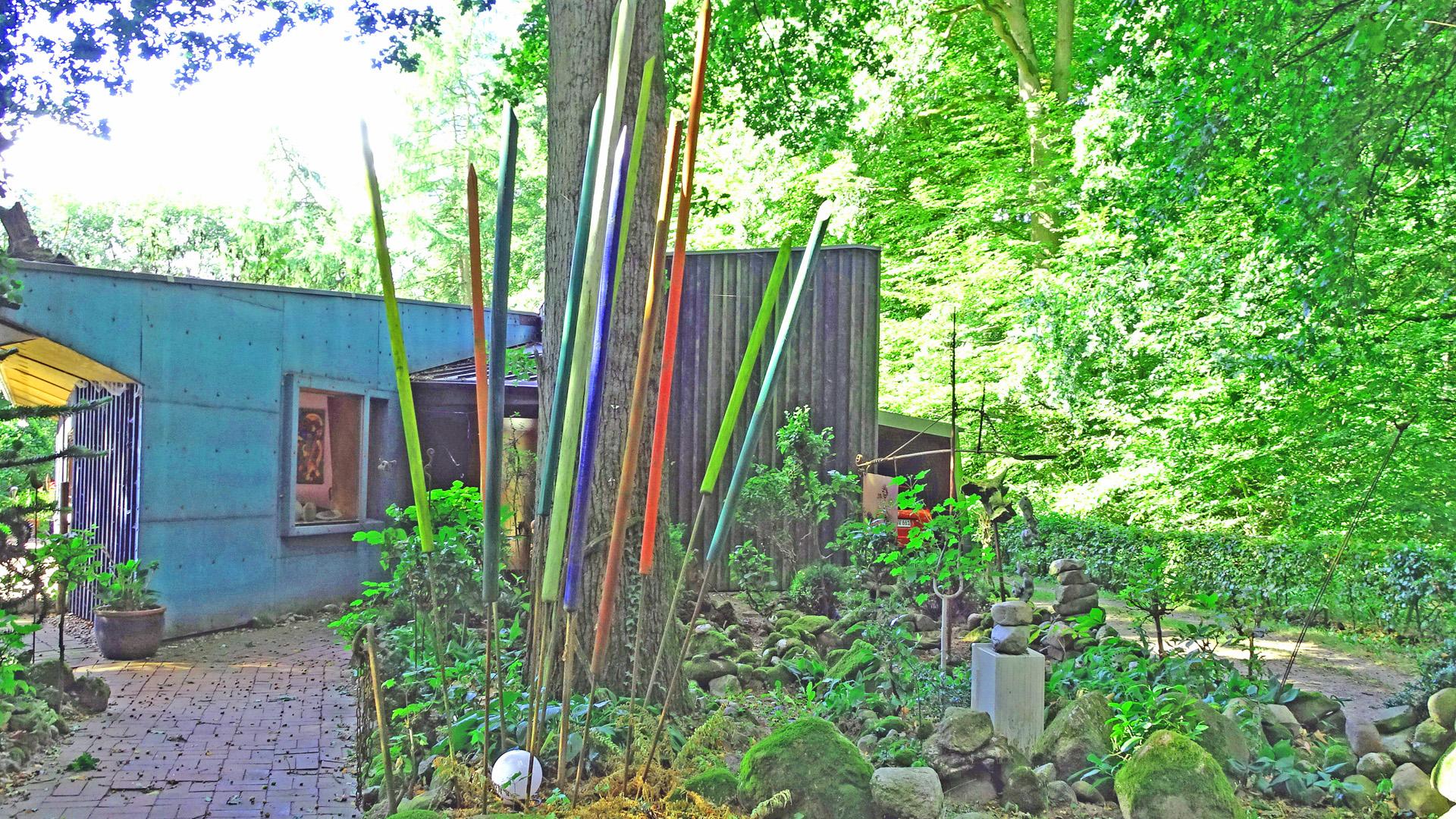 Der Kunstgarten Wolter am Randes des Waldes