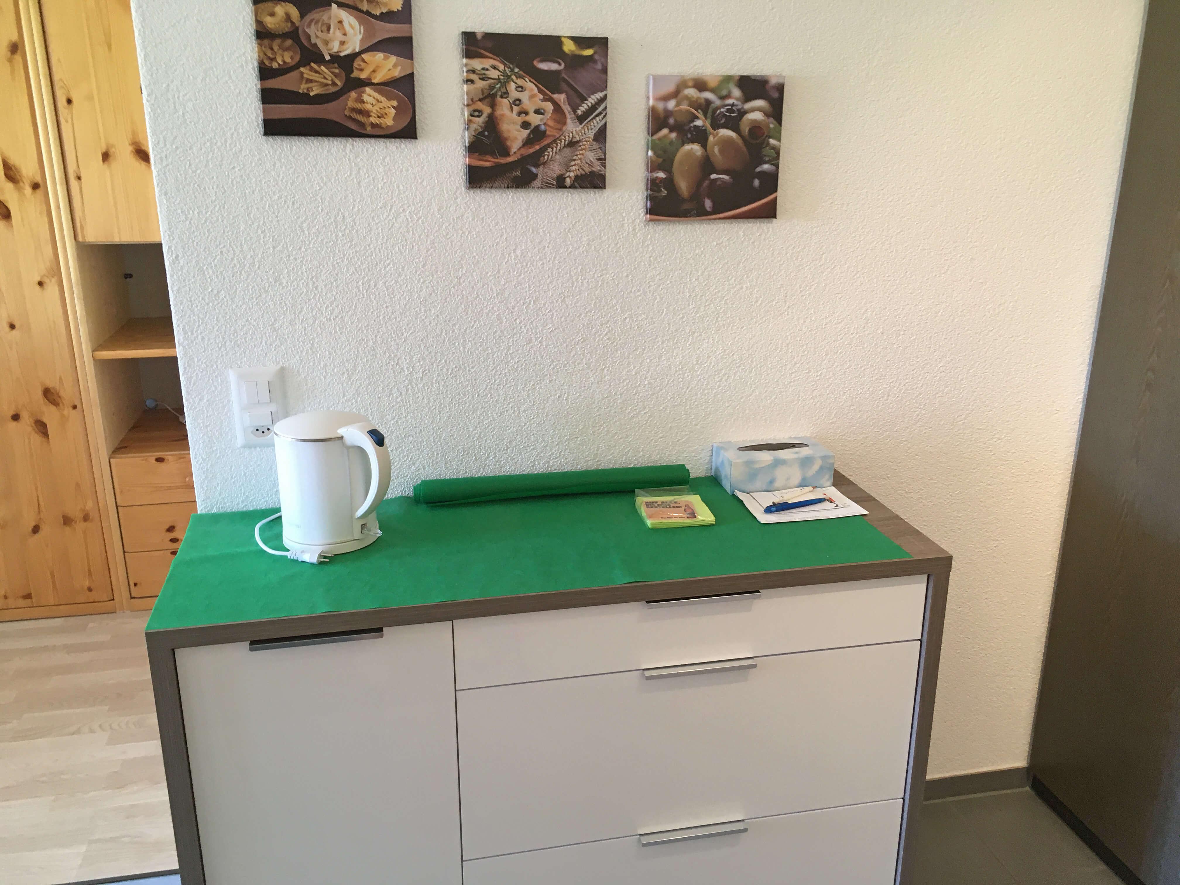 Möbel mit Wasserkocher