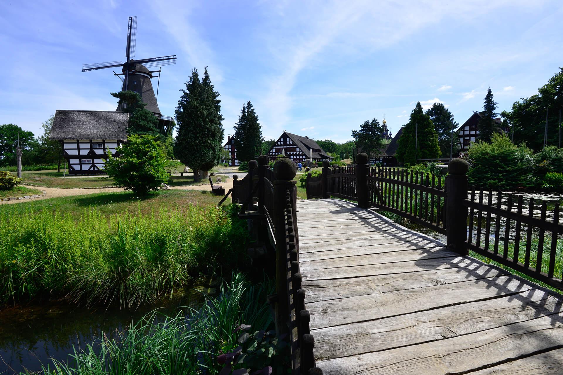 Blick auf den Dorfplatz im Mühlenmuseum