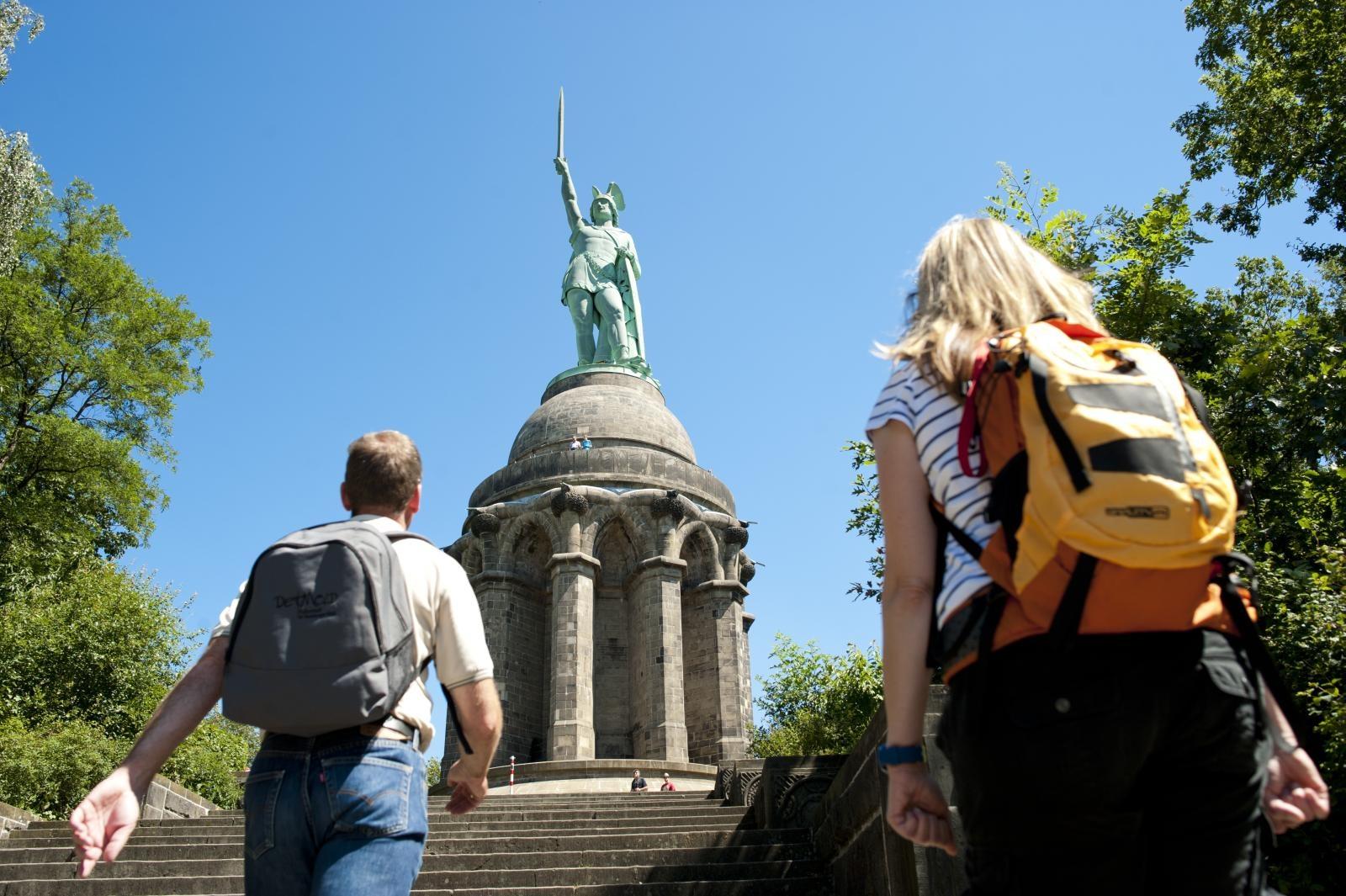 Wanderer am Hermannsdenkmal