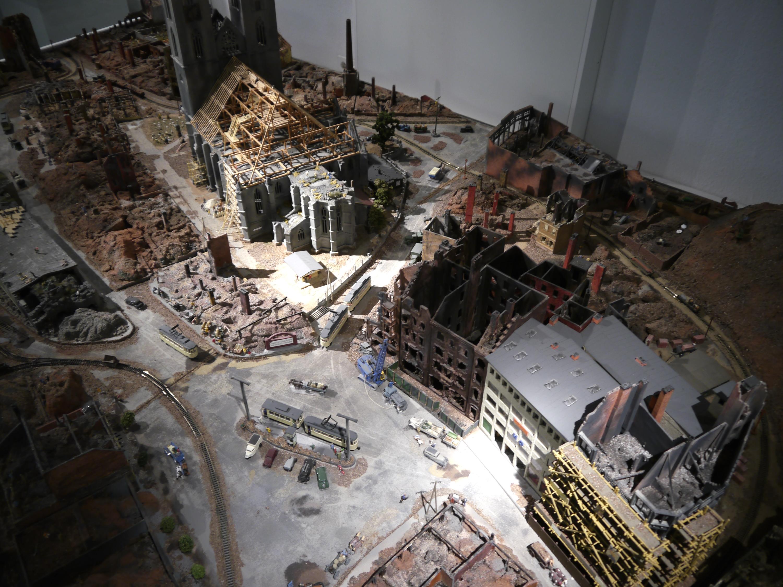 Detail des Großmodells von der Zerstörung Halberstadts am 8. April 1945, erbaut von Dieter Janietz