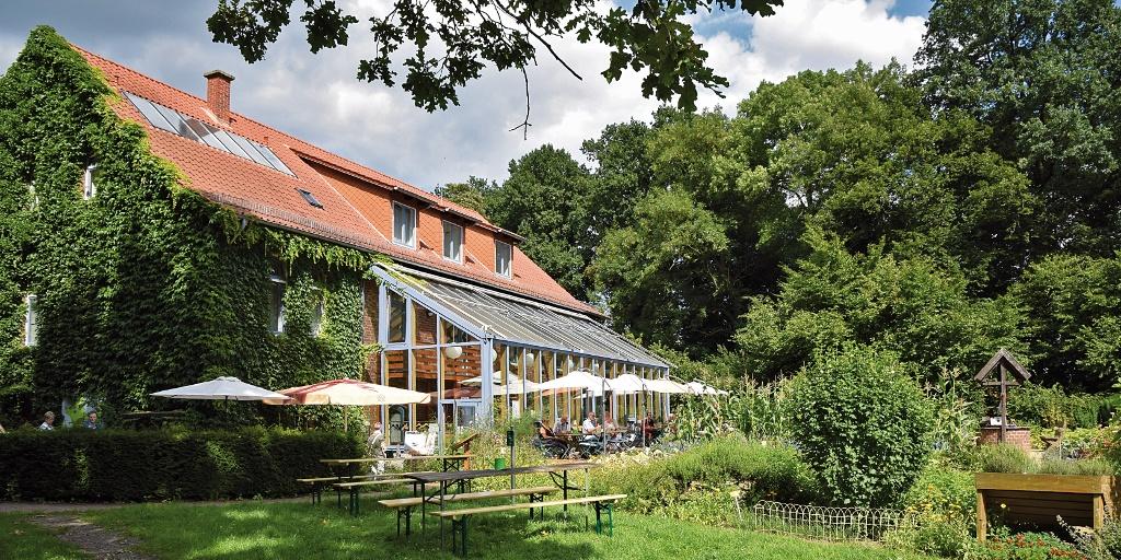 Café Gut Nordholz mit Sonnenterrasse und Kreisgarten