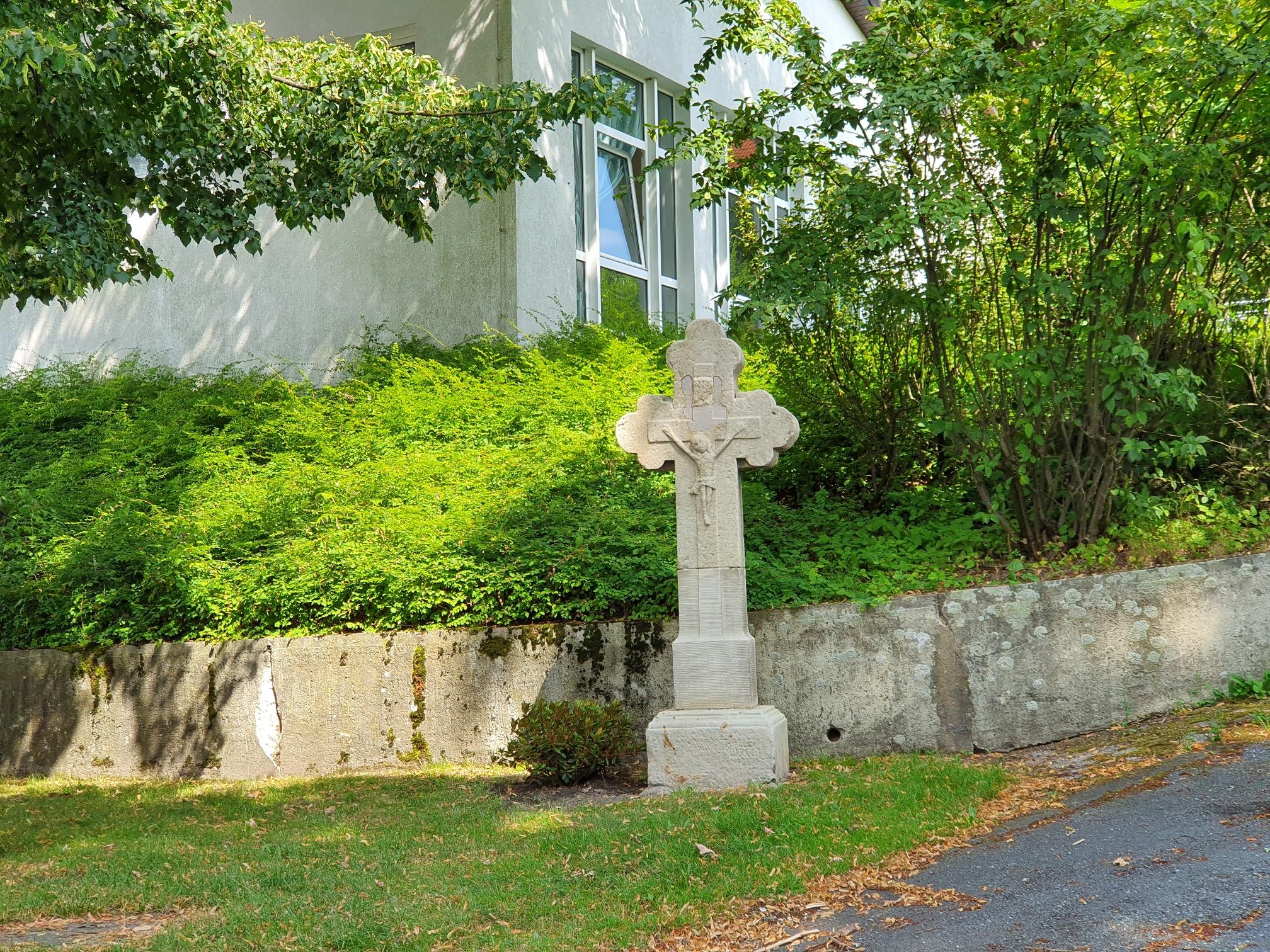 Kreuz am Pater-Beda-Weg
