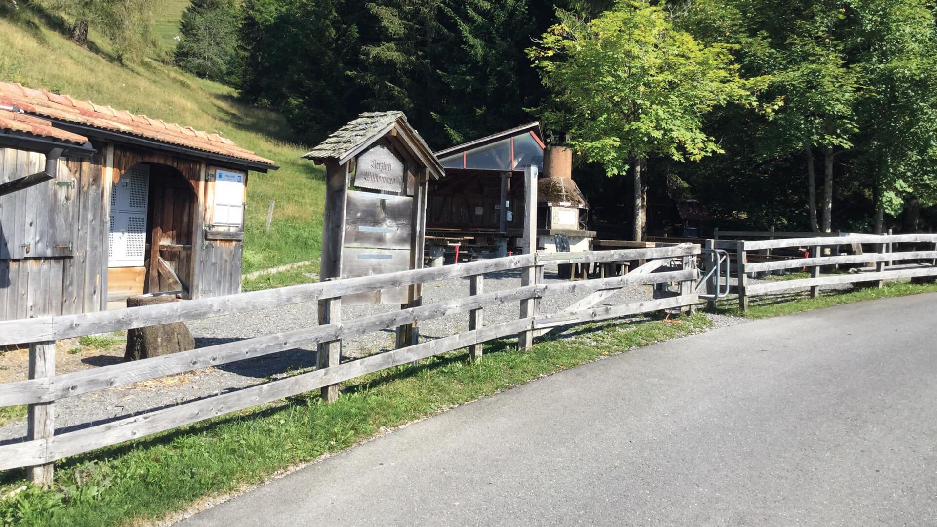 schwanden-grillplatz-stampf-sommer-zugang