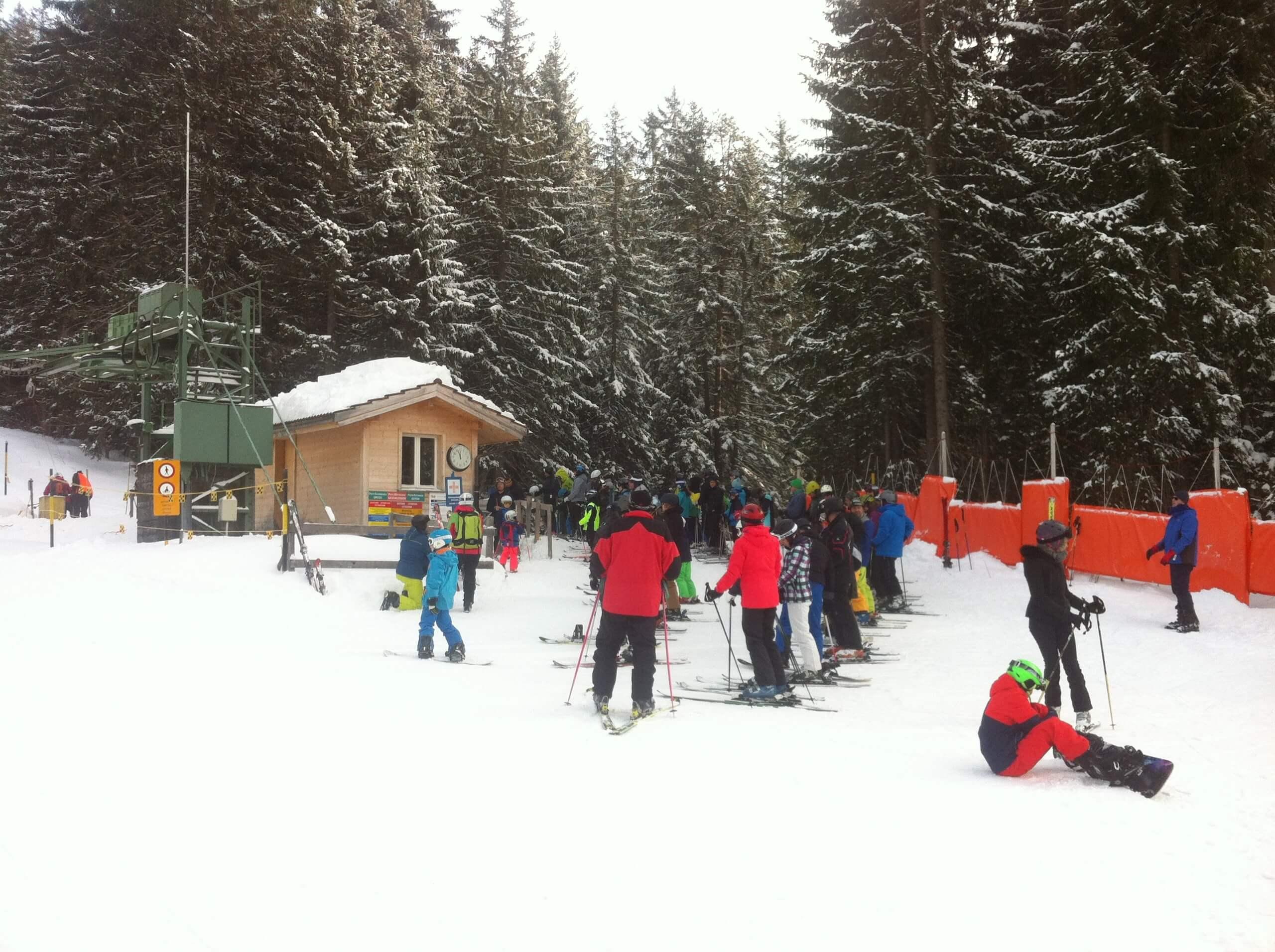 beatenberg-hohwald-winter-skifahrer-skilift
