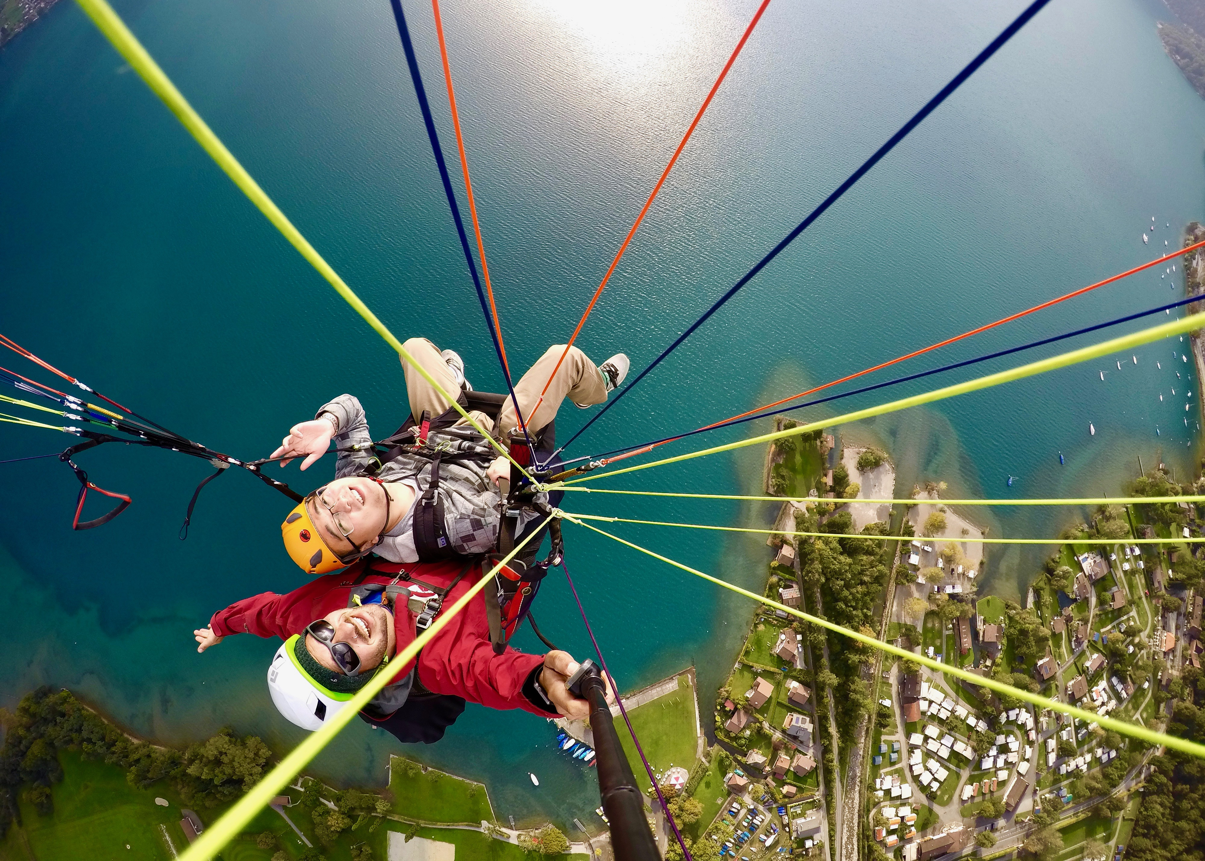 swiss-paragliding-sommer-thunersee