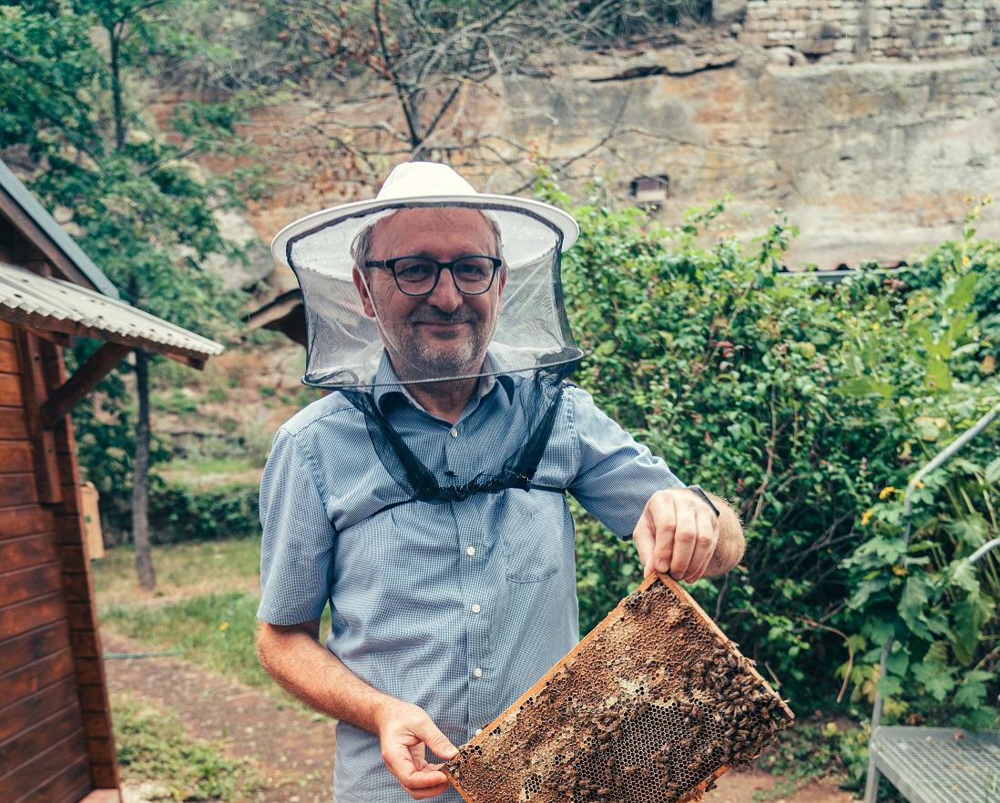 Imker im Bienenlehrgarten