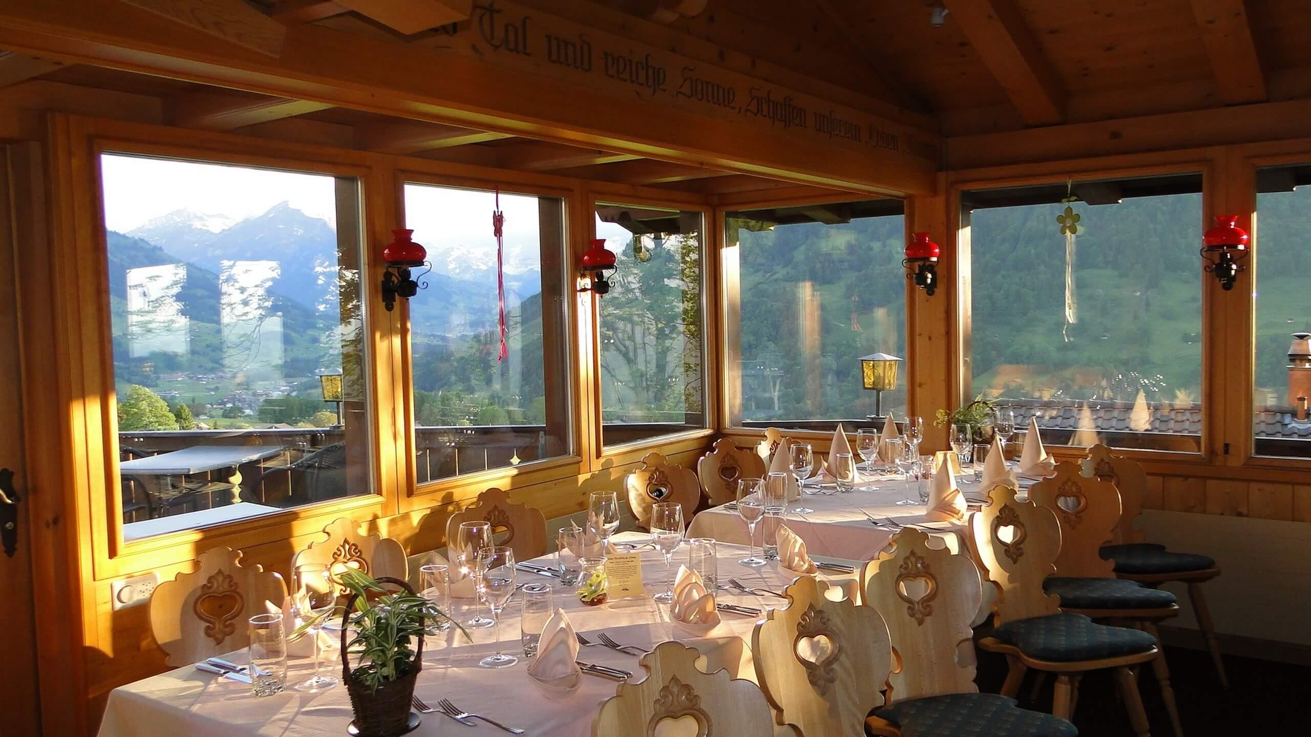bergblick-aeschi-restaurant-innen