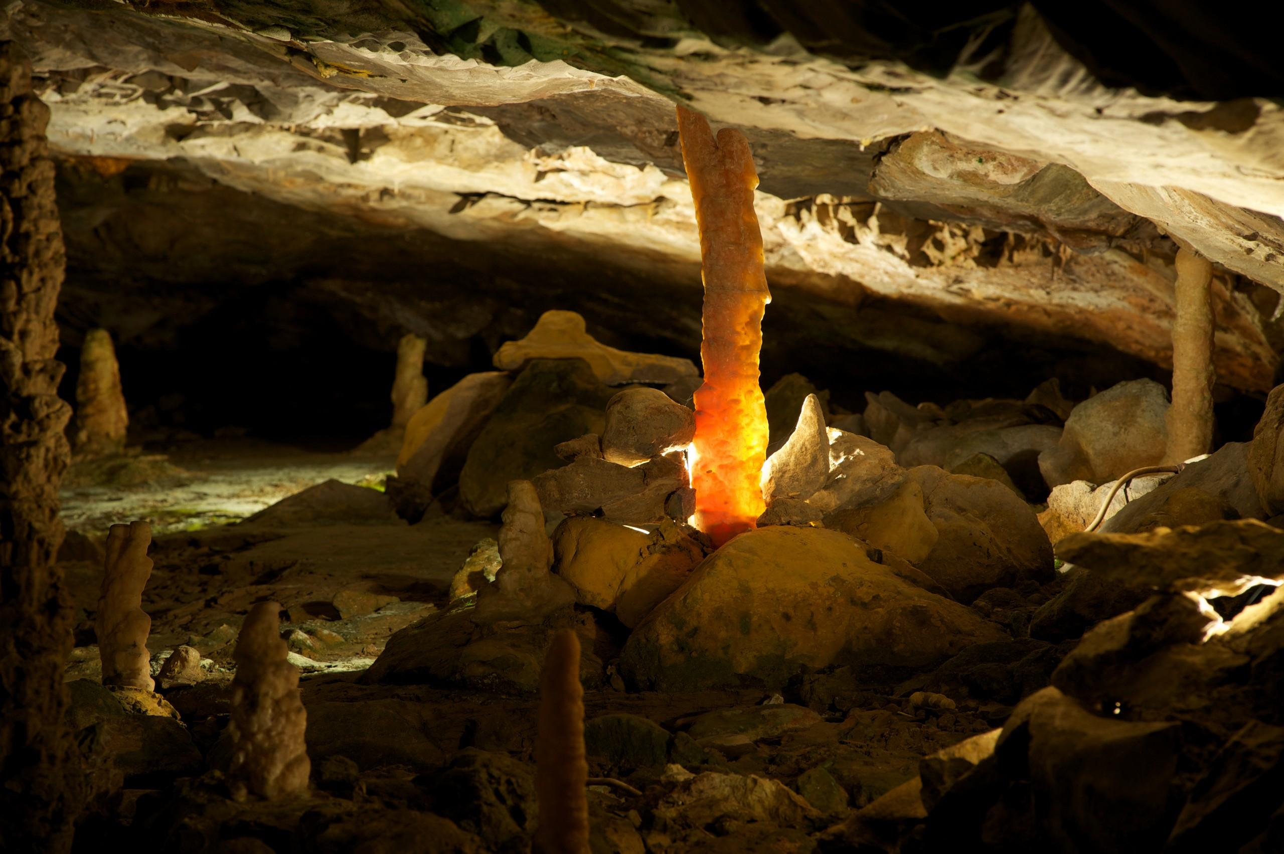 st-beatus-hoehlen-stalagmit-sommer-farben-formen-naturschauspiel