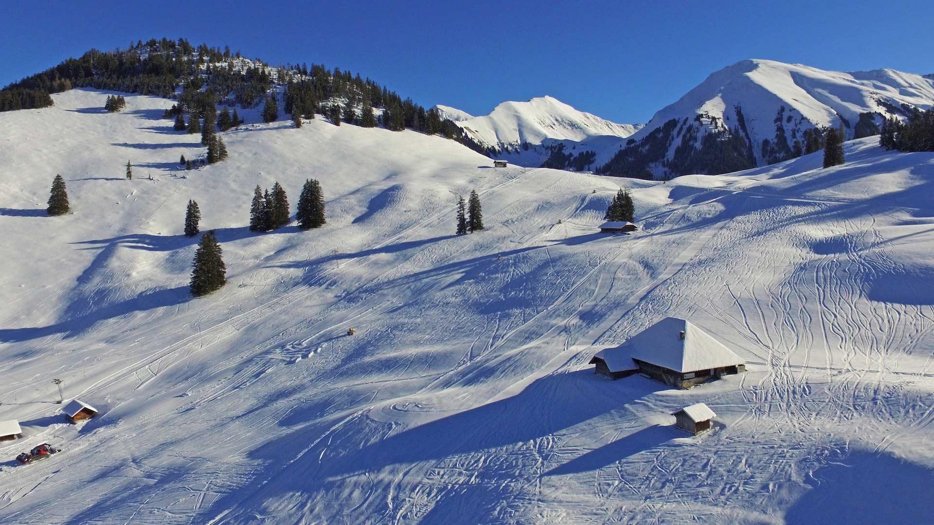 wiriehorn-wintersportgebiet-pisten-skilift
