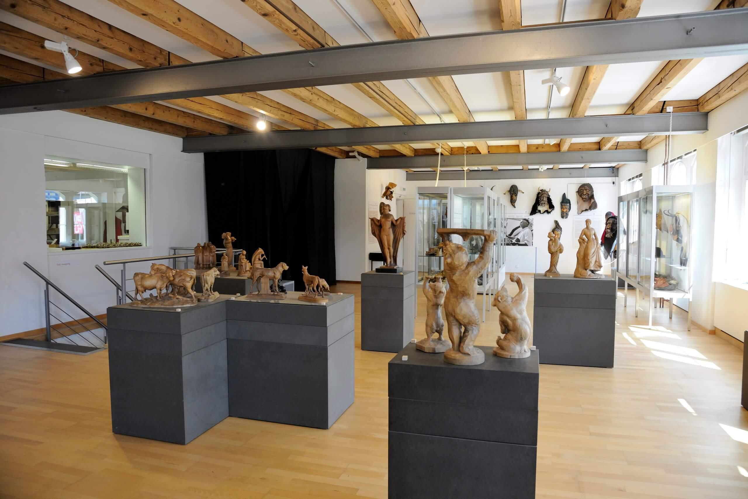 brienz-museum-holzbildhauerei-ausstellung-raum