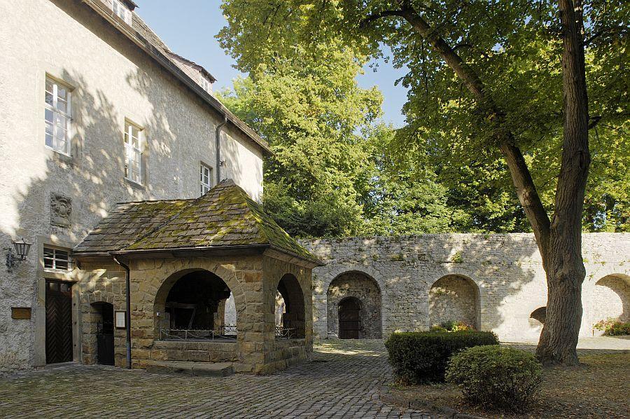 Innenhof der Burg Dringenberg