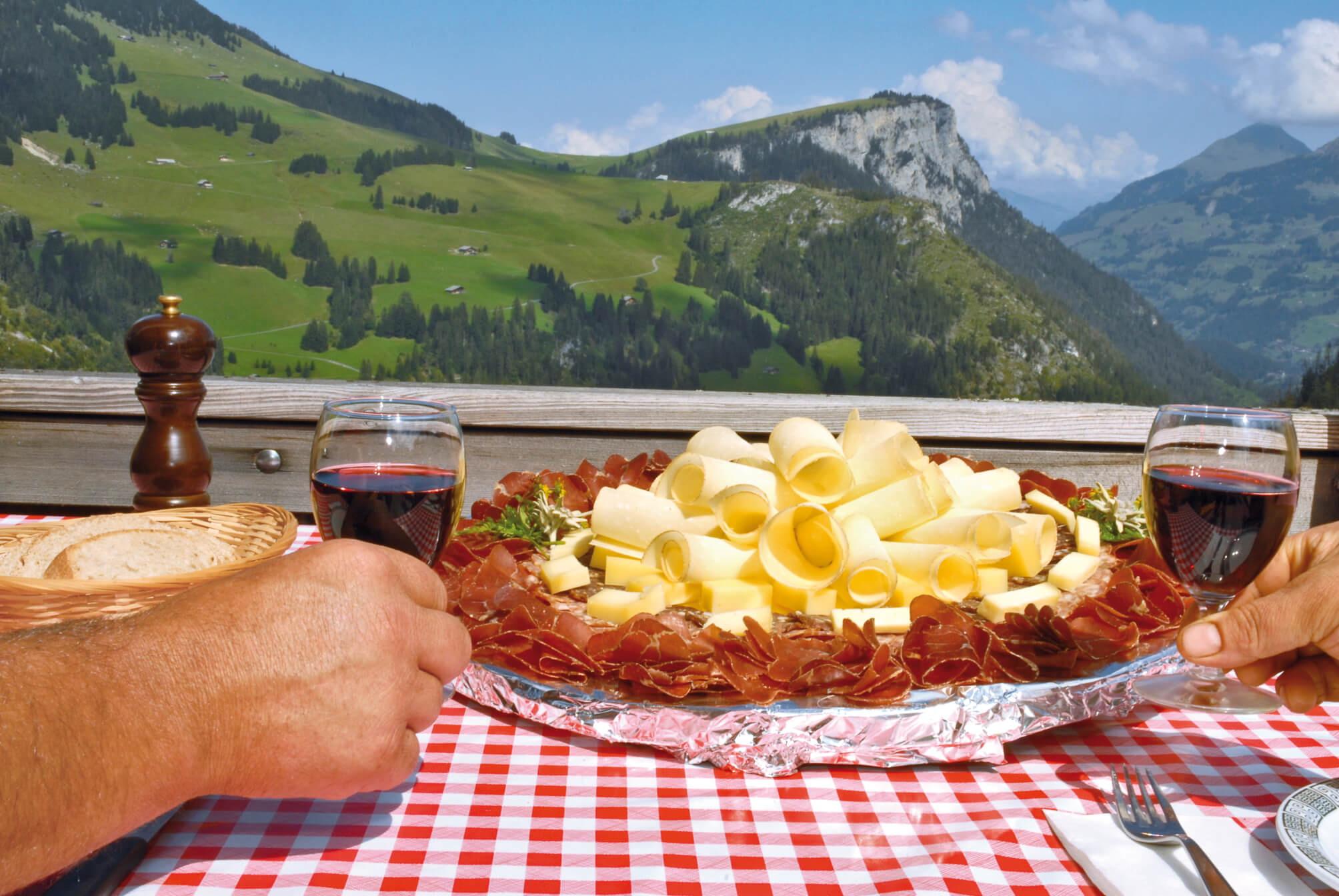 Plättli mit Produkten von der Alp