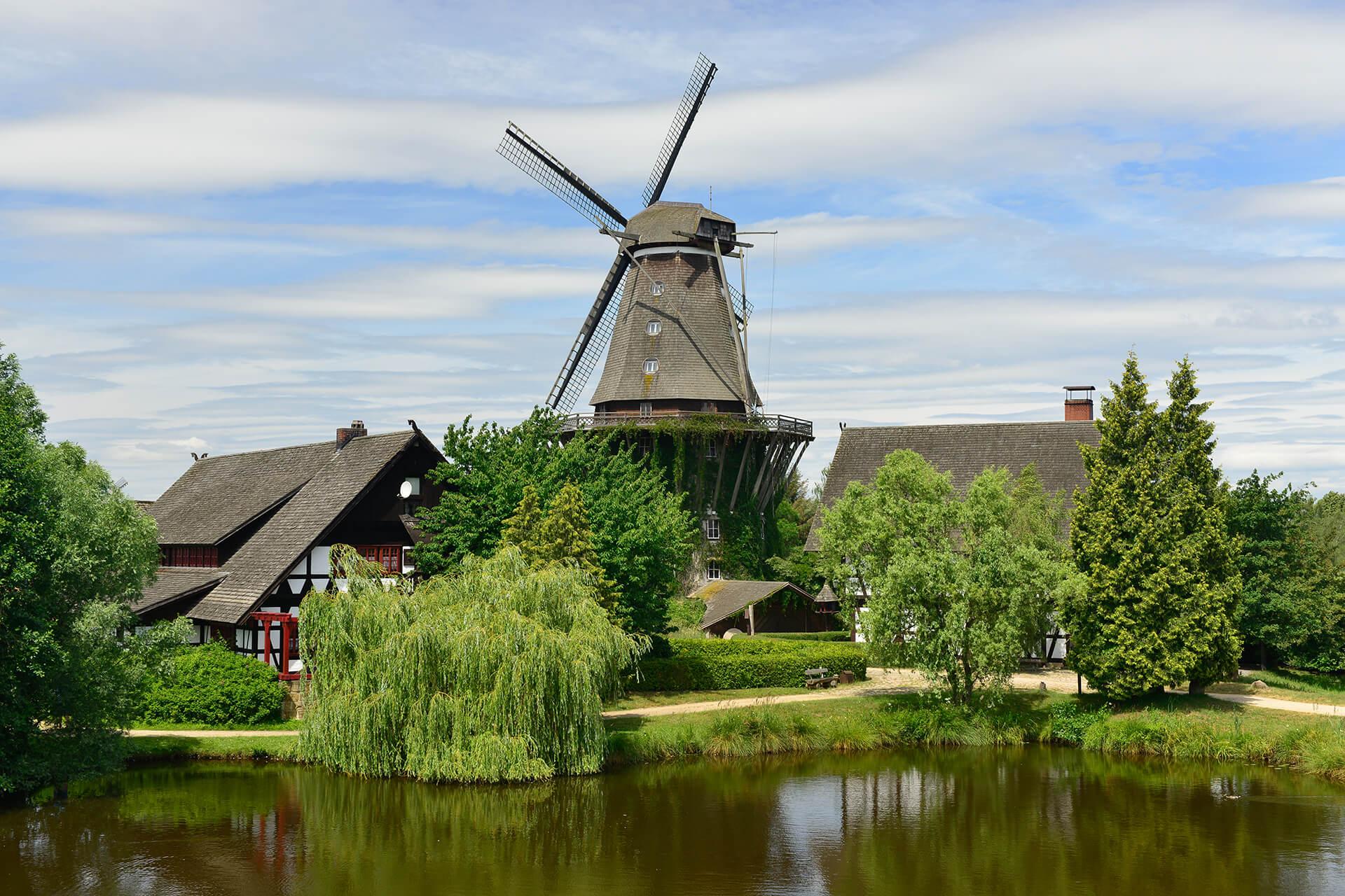 Blick auf die Sanssouci -Mühle im Mühlenmuseum Gifhorn