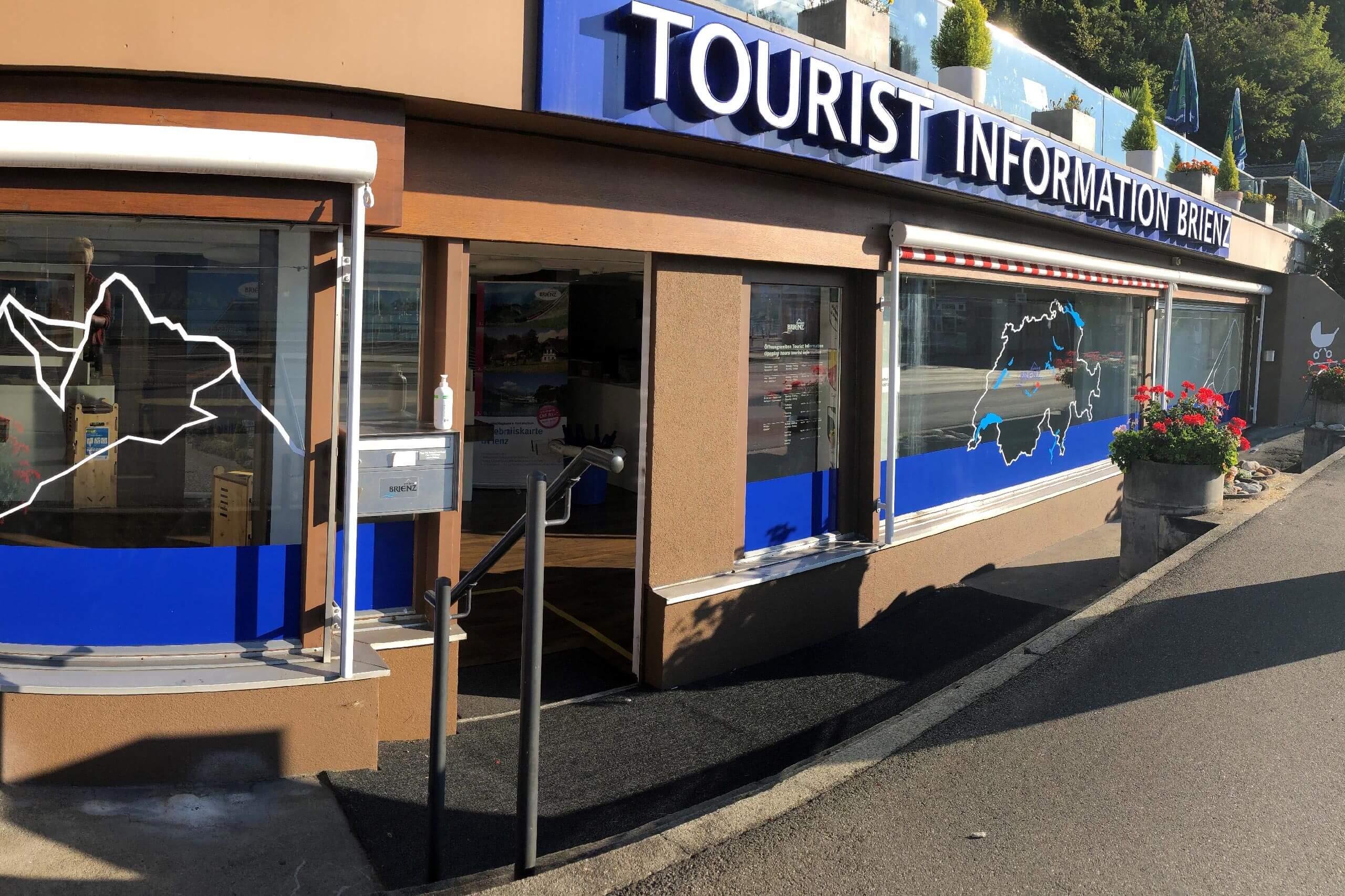 tourist-information-brienz-aussenansicht-schaufenster