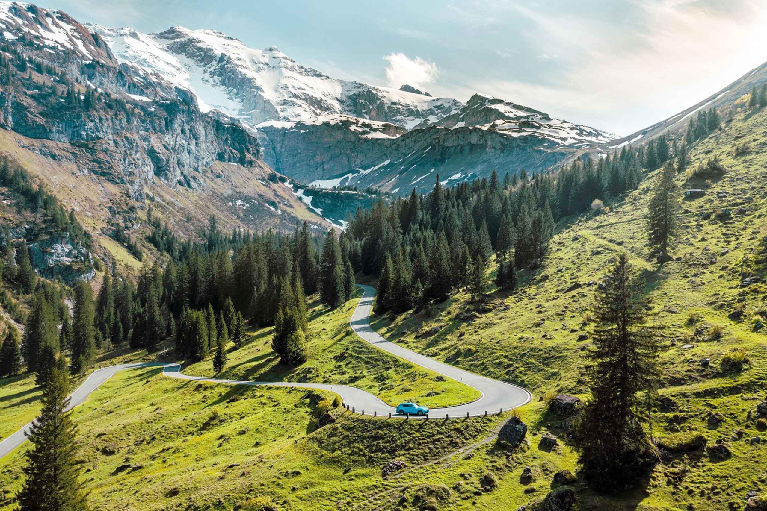 hertz-autovermietung-unterwegs-in-den-bergen.jpg