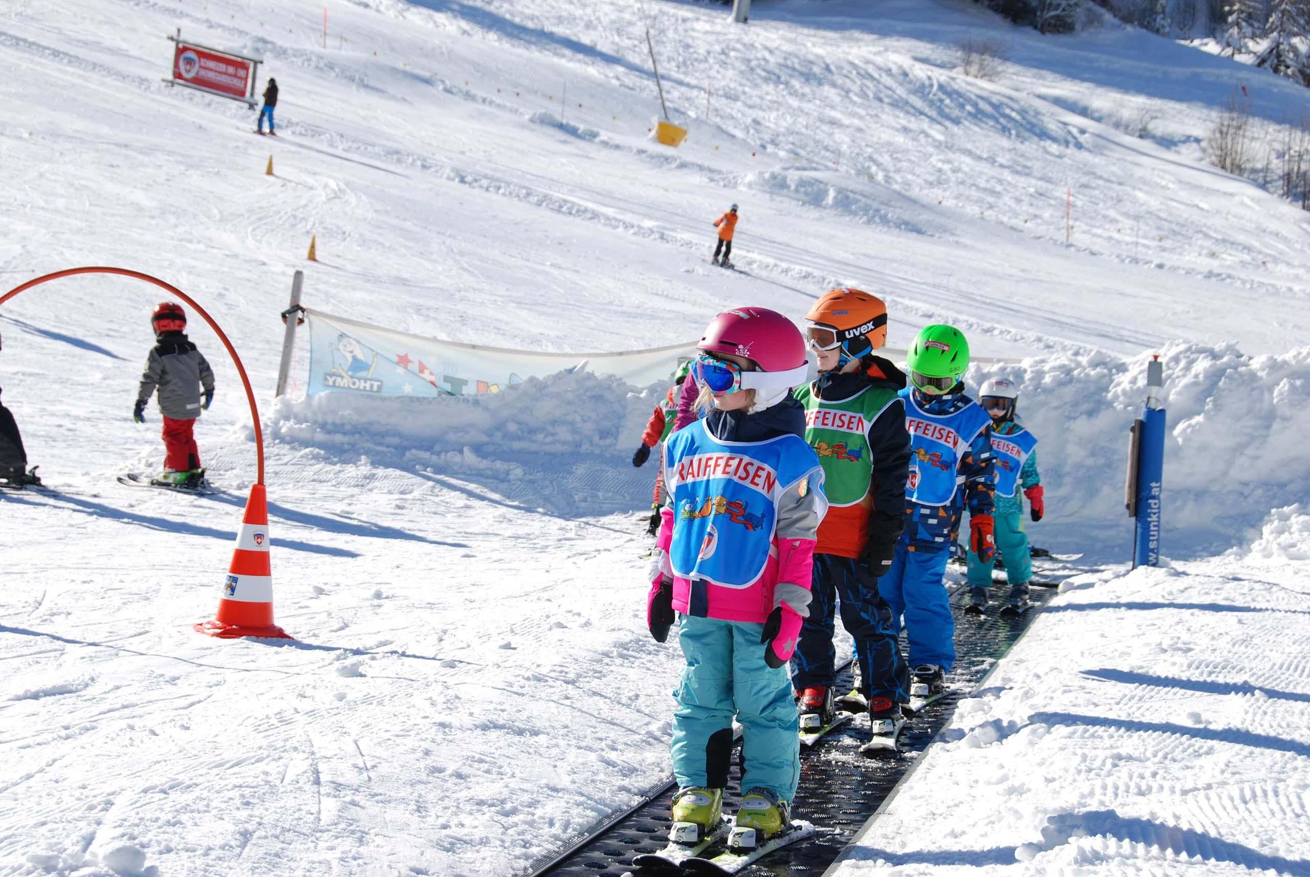 diemtigtal-wiriehorn-winter-skischule-kinder-förderband
