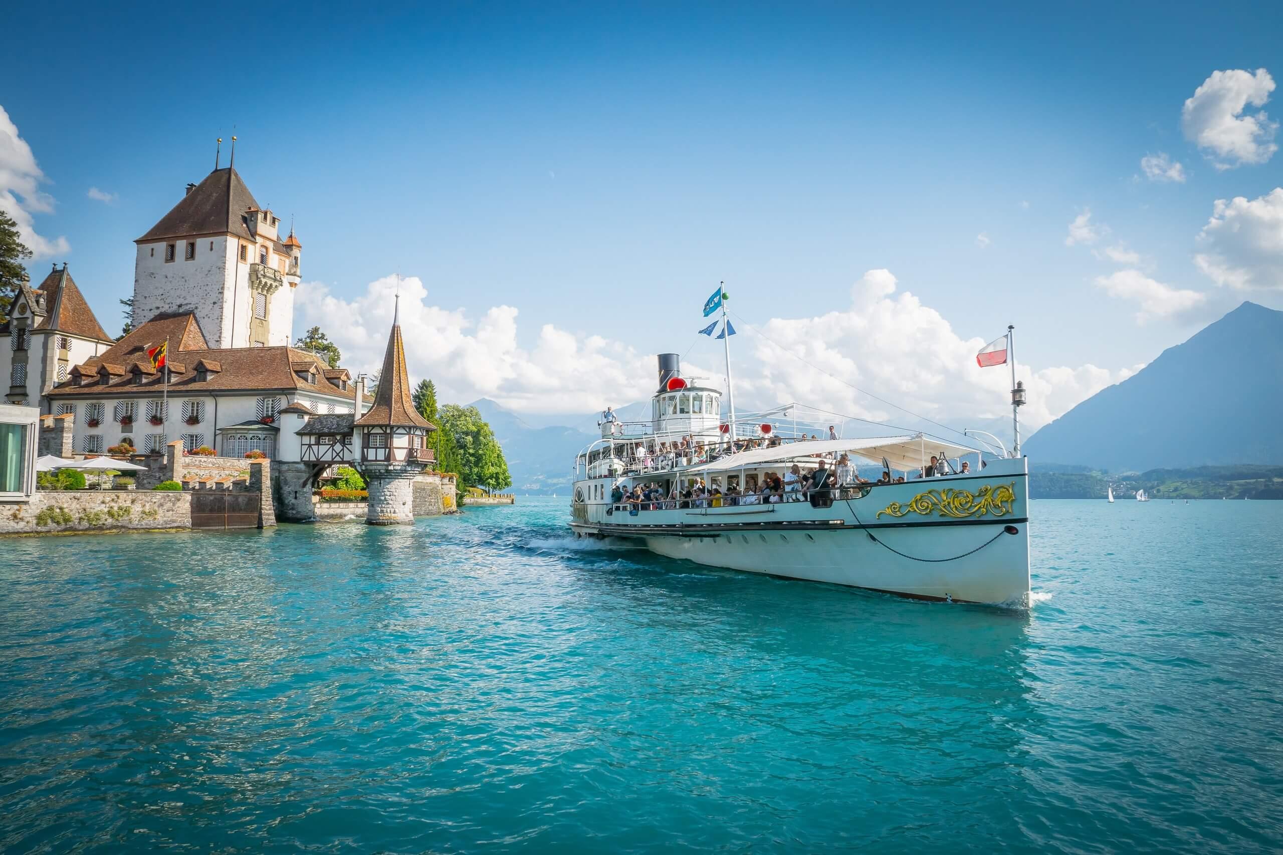 oberhofen-schloss-schiff-bluemlisalp-sommer-dampfschiff-niesen