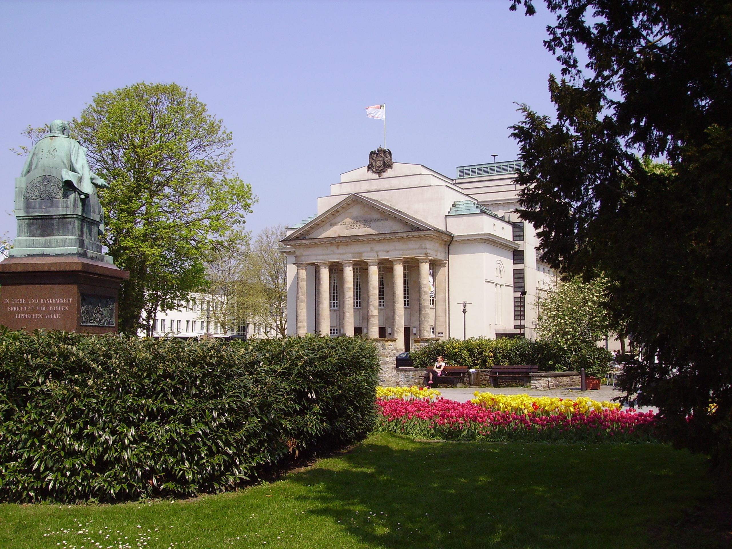 Landestheater über Schloßpark