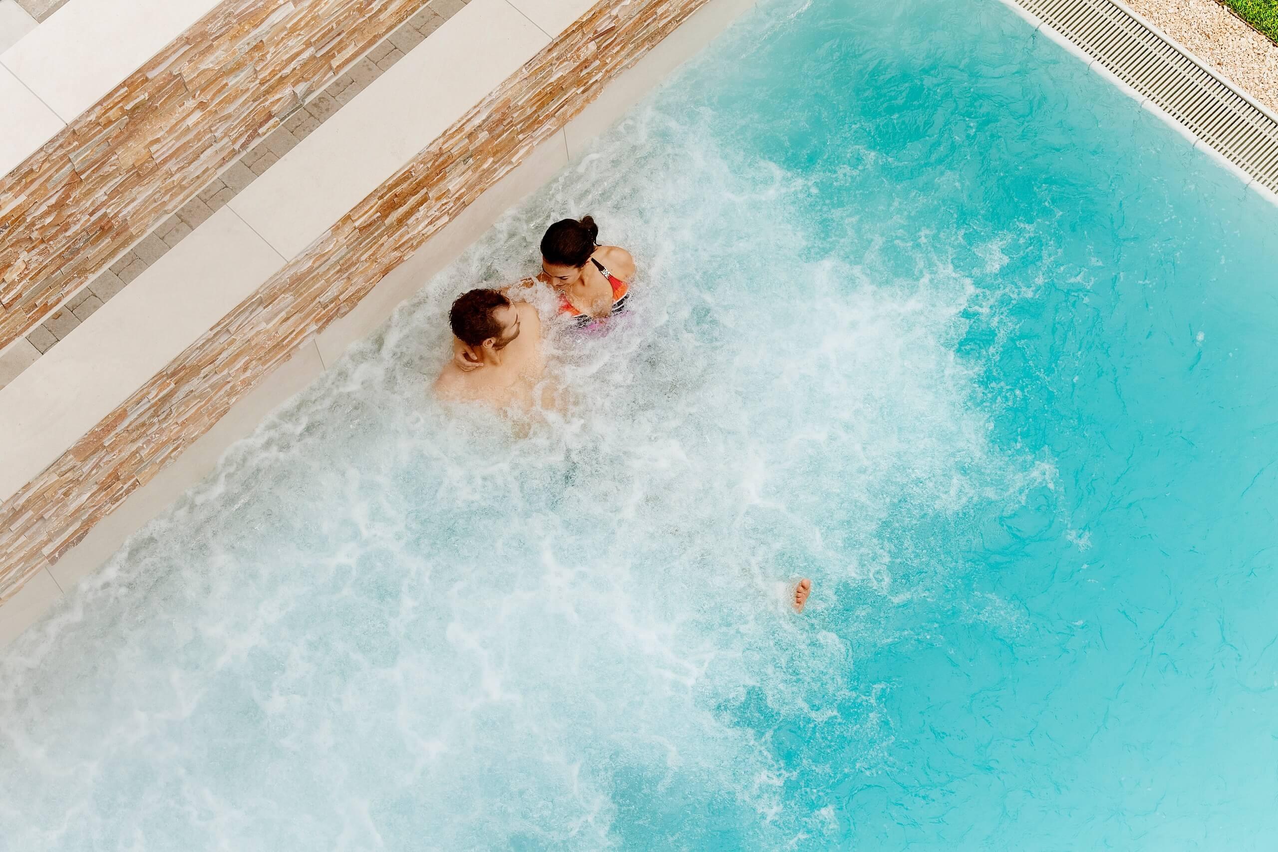 eden-spa-hallenbad-sprudelbad-wellness