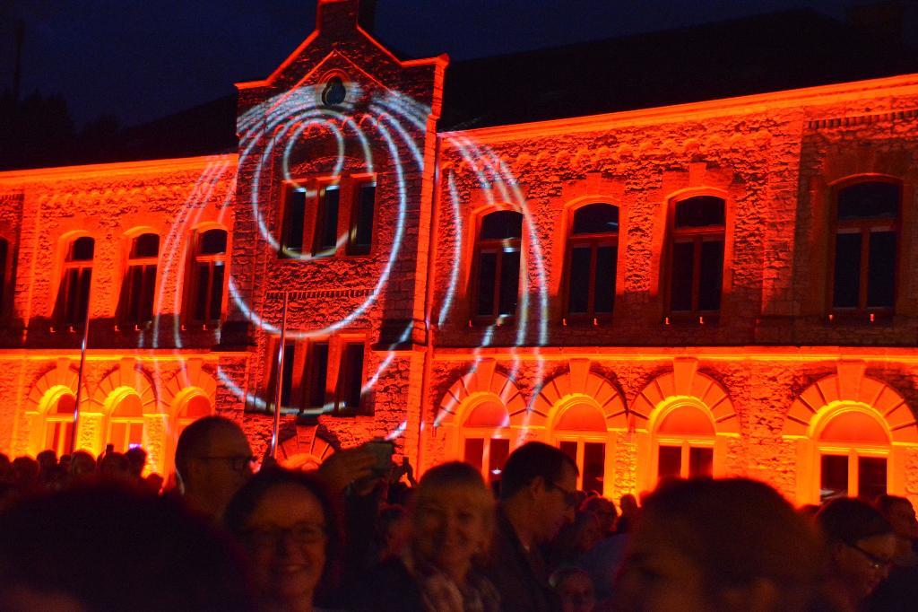 illuminiertes Rathaus