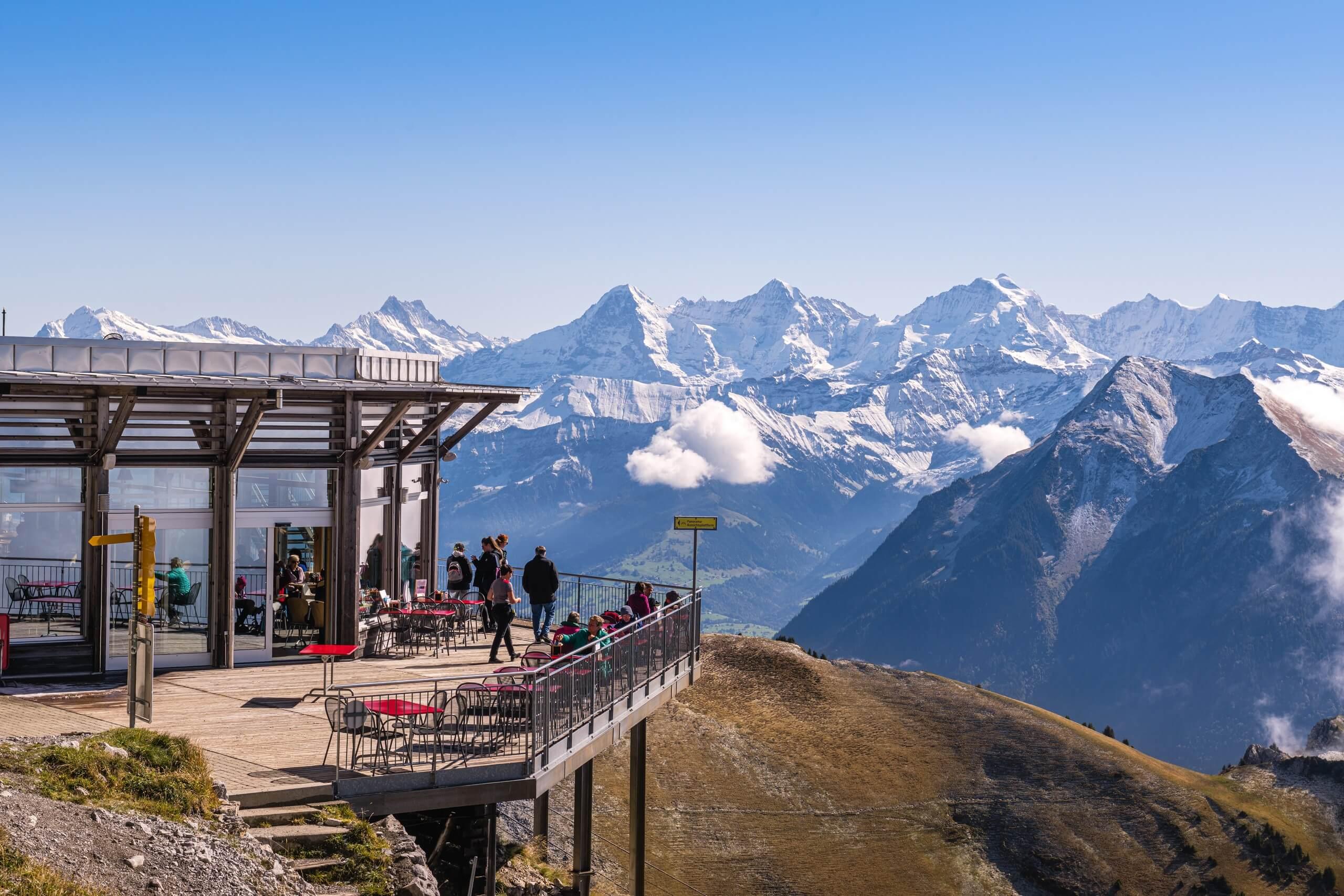 stockhorn-bergrestaurant-terrasse-herbst-panorama
