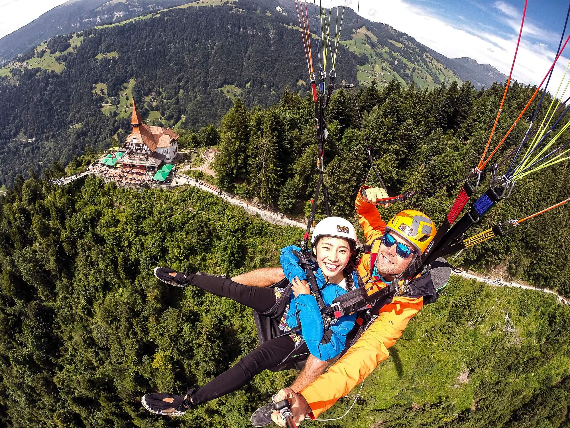 skywings-paragliding-interlaken-harder-kulm-flyby