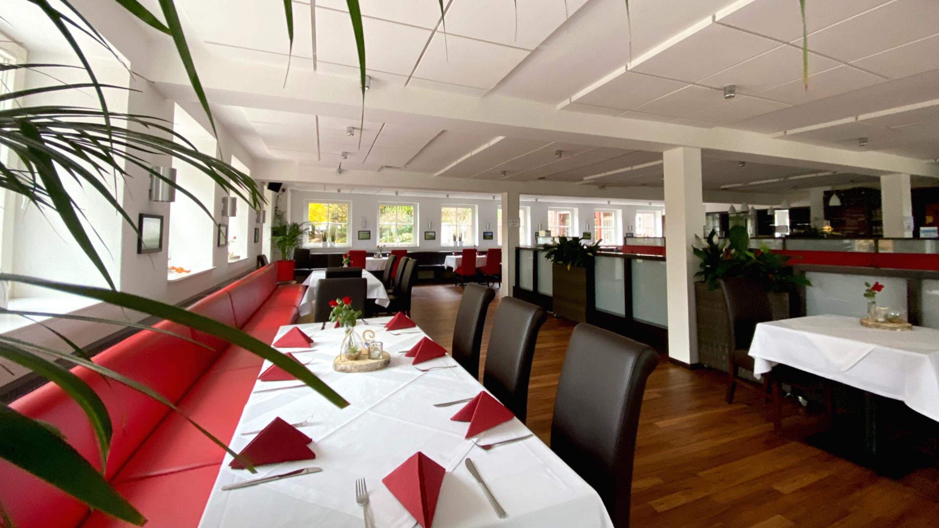 Der moderne und stilvoll eingerichtete Gastraum vom Restaurant und Café Hof Emmen