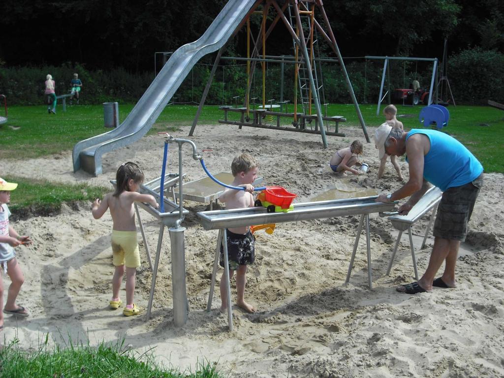 Spielplatz im Eurocamp Holperdorf