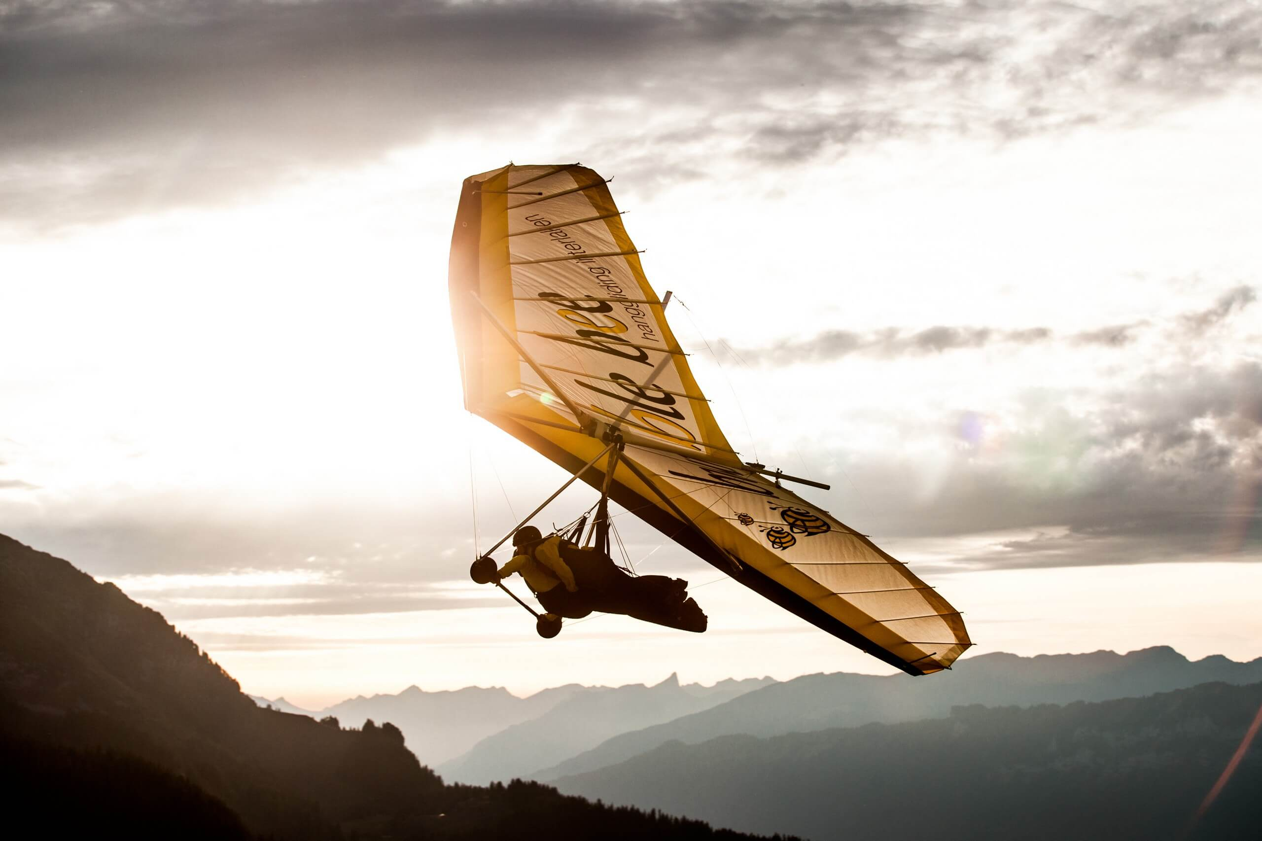 bumblebee-hanggliding-sommer-soft-adventure