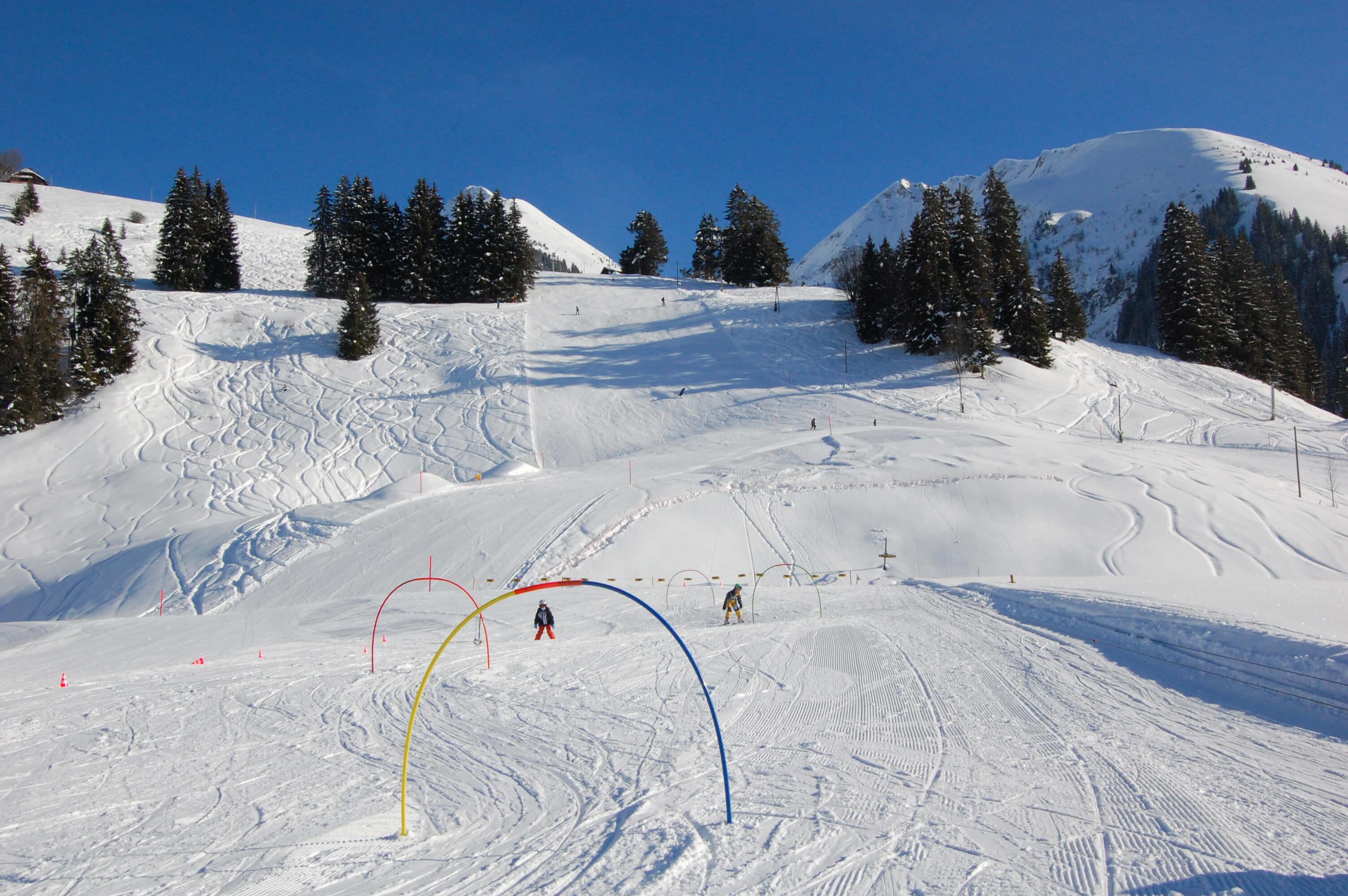 Slalomfahren auf der Anfängerpiste