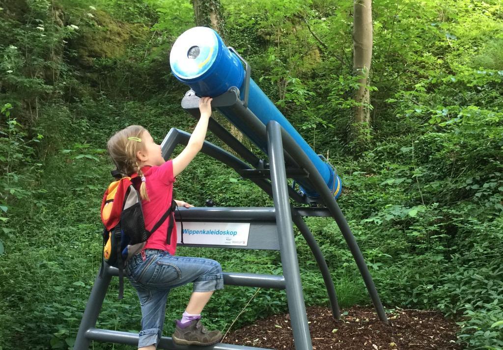 Das Wippenkaleidoskop können Sie auf und ab bewegen